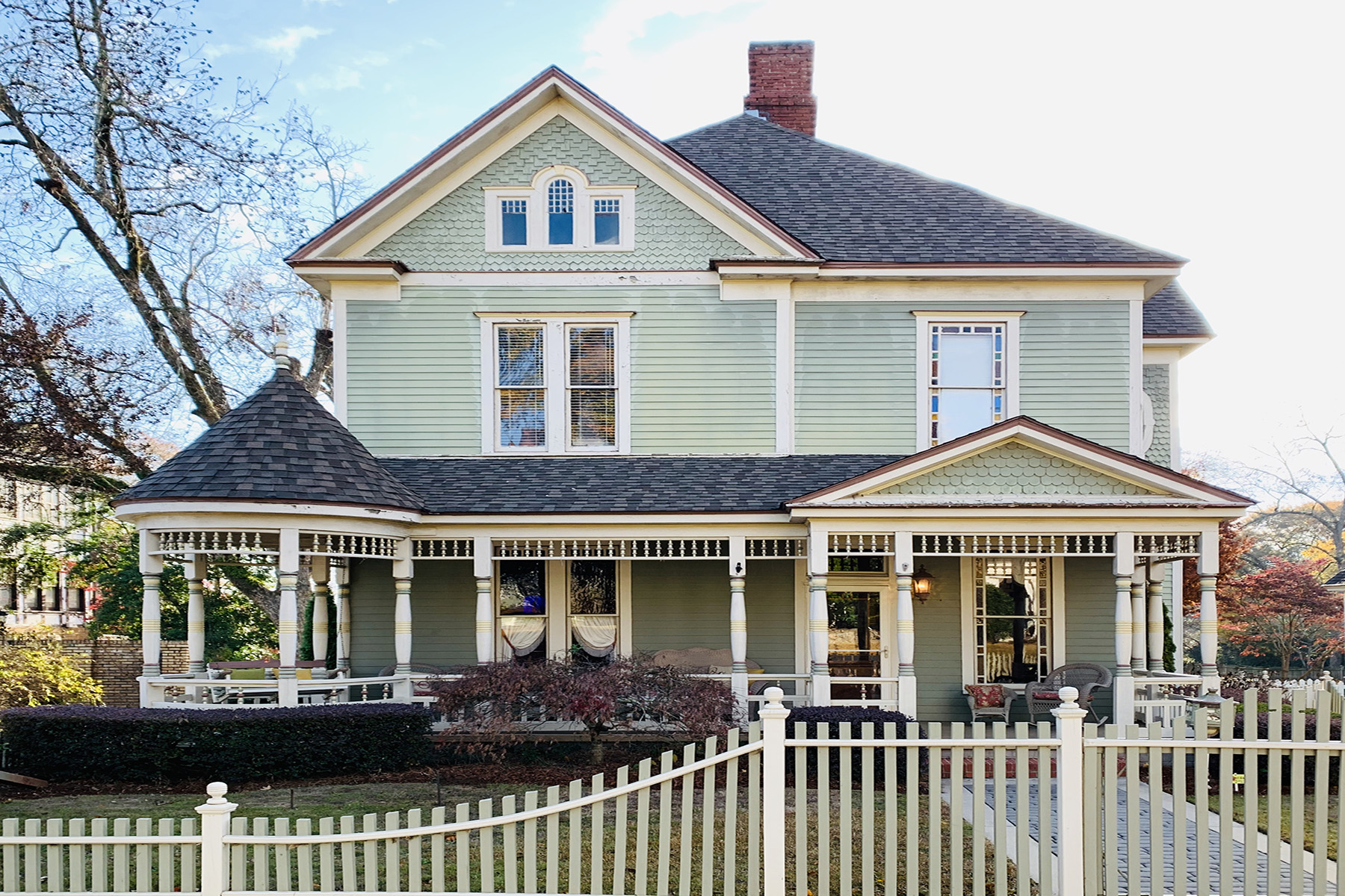 Single Family Homes for Active at Immaculately Restored Beauty in Historic Downtown Brownesville 536 Thomaston Street Barnesville, Georgia 30204 United States