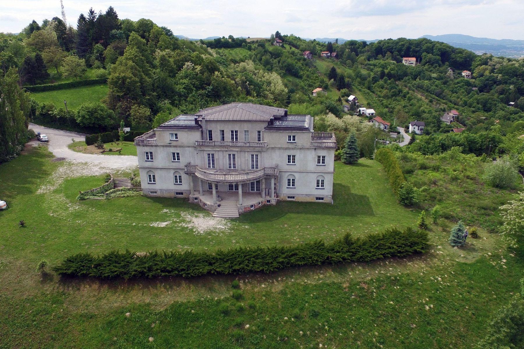 Casa Unifamiliar por un Venta en Villa Castellum Other Zagreb, Zagreb, 10431 Croatia