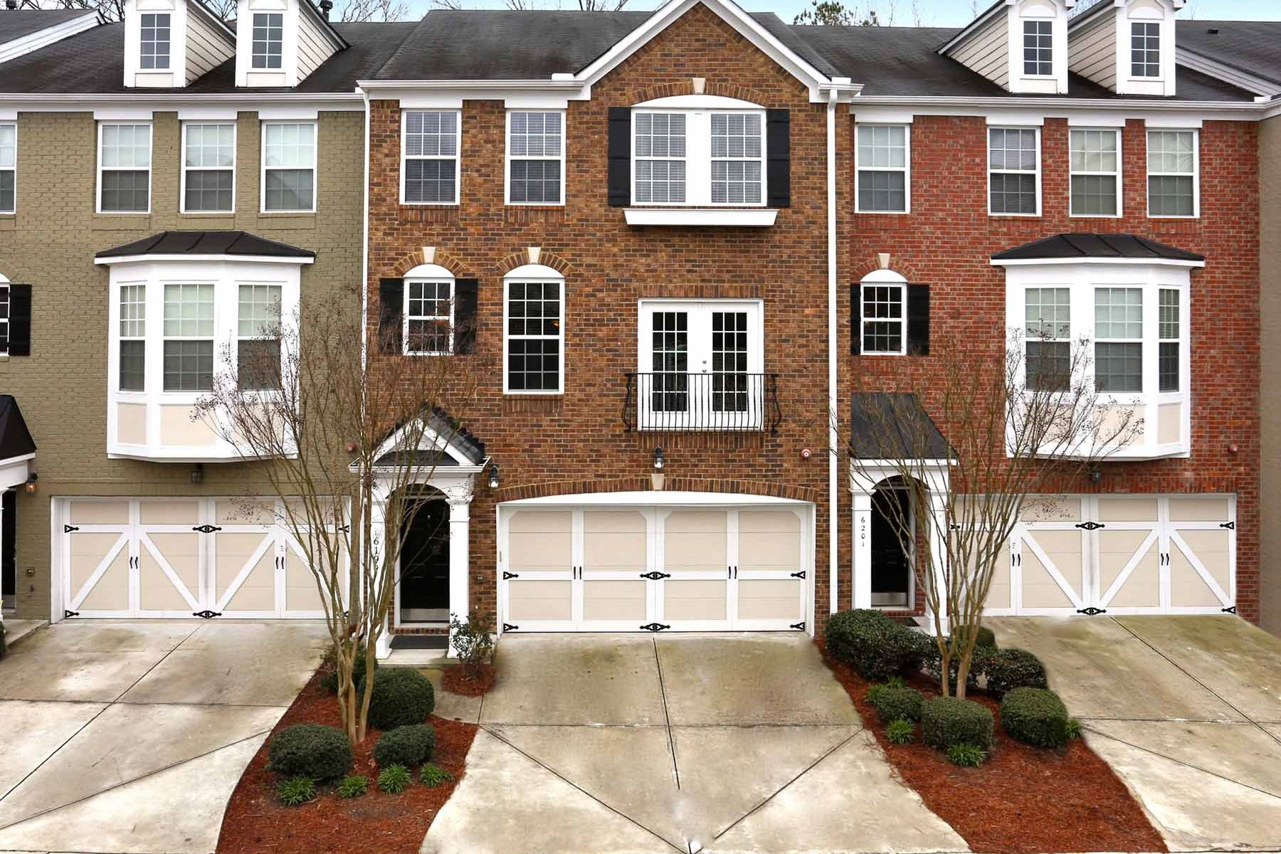 Moradia em banda para Venda às Immaculate Townhome In The Heartbeat Of All Atlanta Has To Offer 6199 Indian Wood Circle SE Mableton, Geórgia, 30126 Estados Unidos