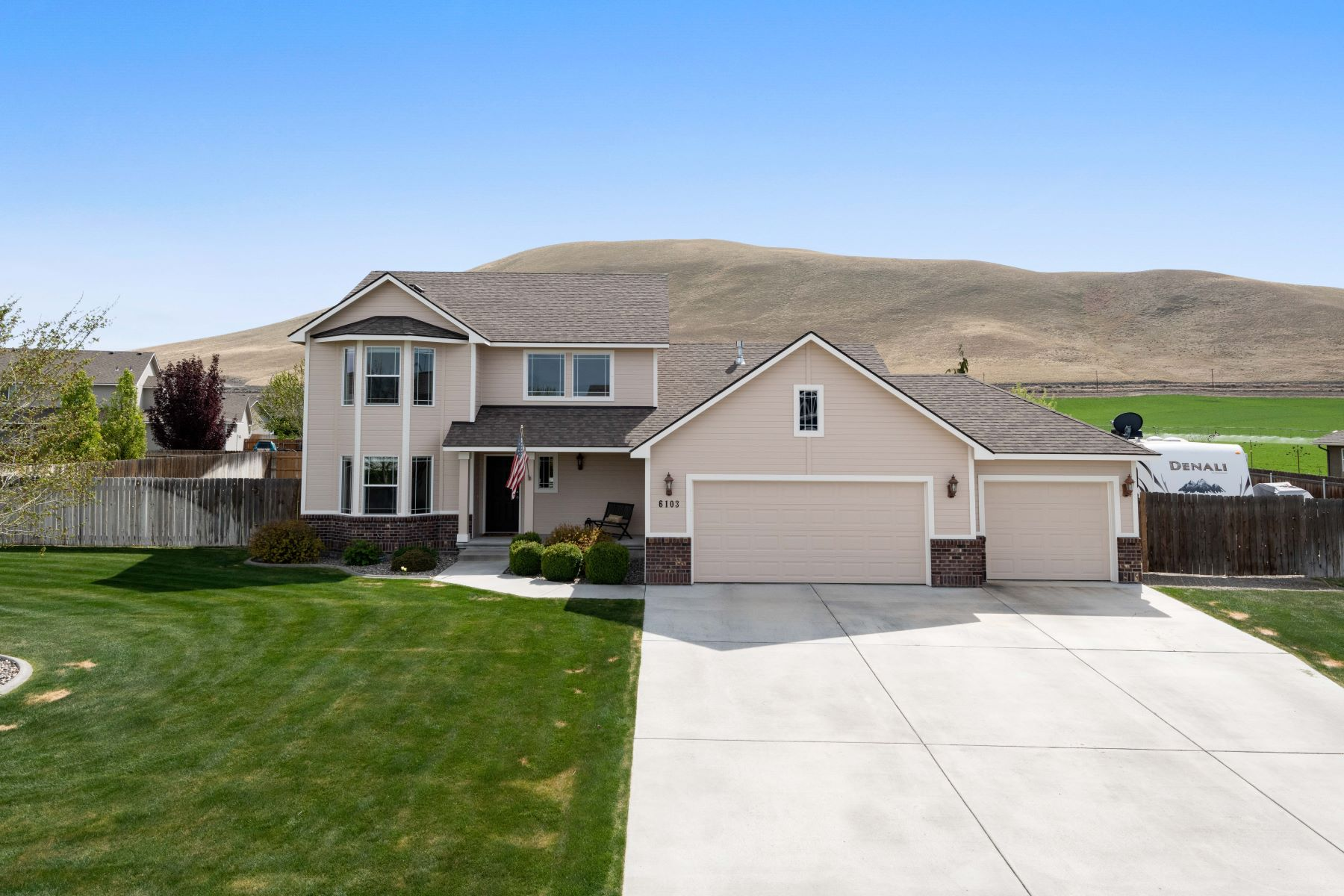 Single Family Homes for Sale at Room for Shop &Pool & 1/3+ acre lot 6103 Willowbend Street, West Richland, Washington 99353 United States