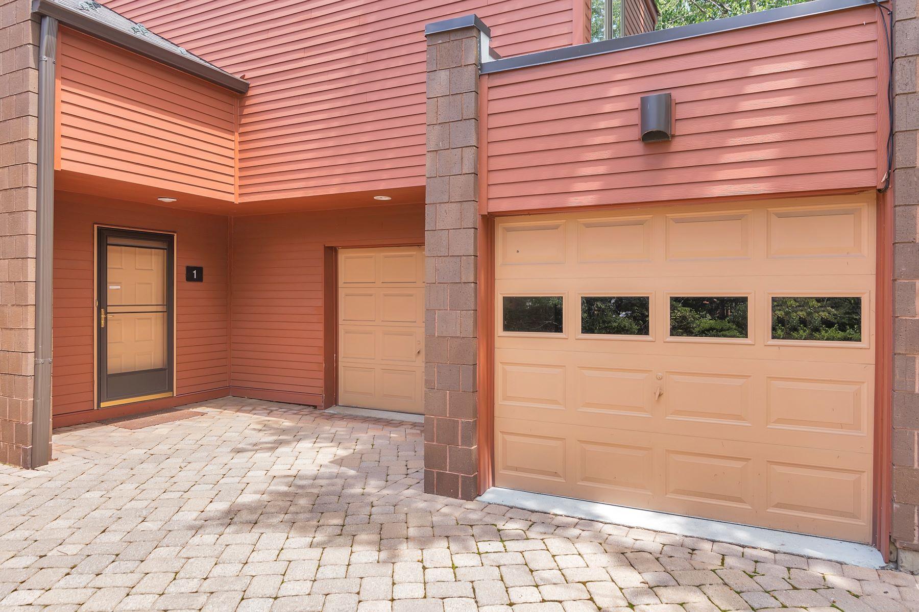 Casa unifamiliar adosada (Townhouse) por un Venta en OAK TRAIL TOWNHOUSE FOR SALE! 1 Old Quarry Road Englewood, Nueva Jersey, 07631 Estados Unidos