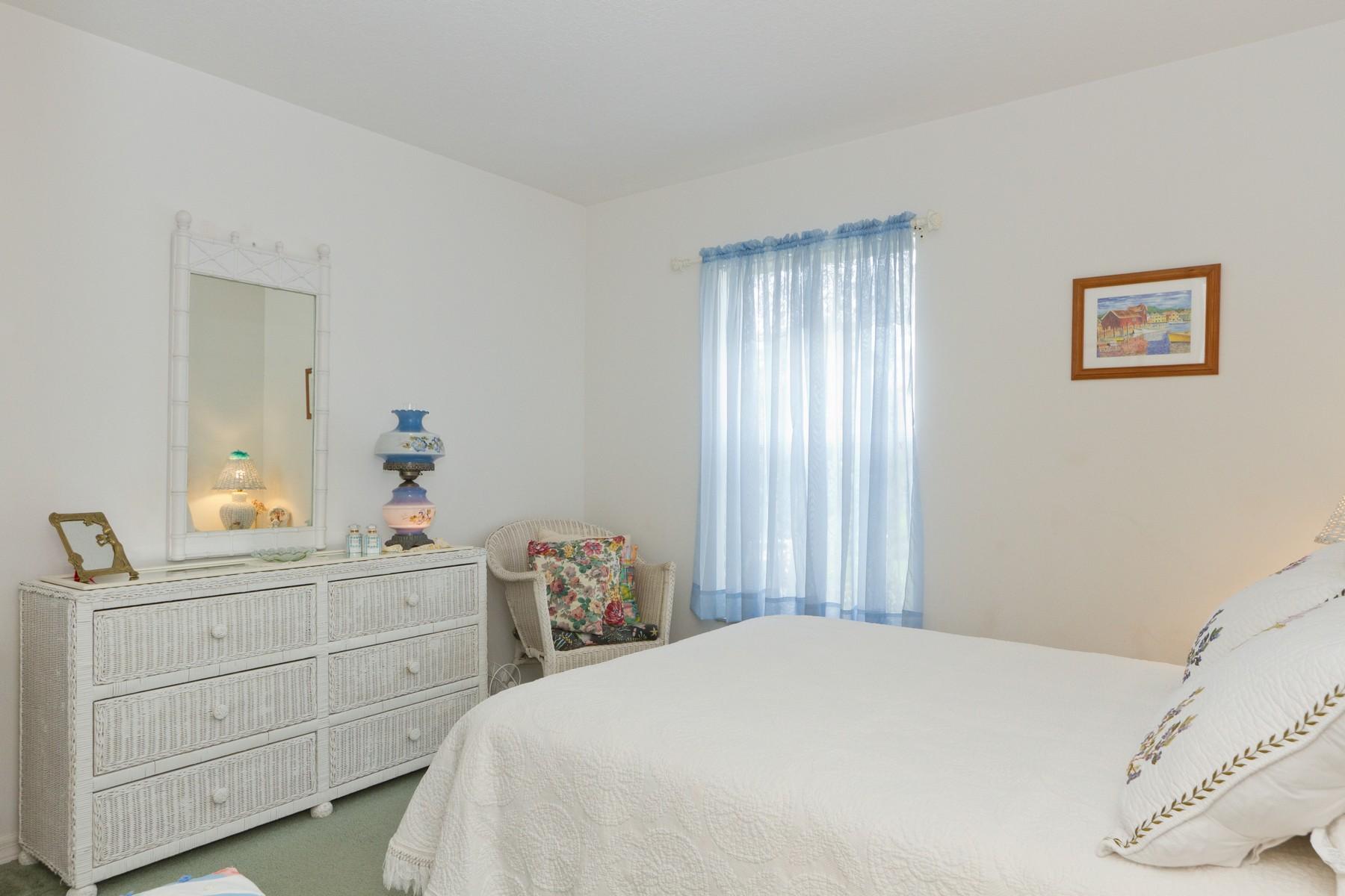 Additional photo for property listing at Welcoming Sebastian Charmer 482 Candle Avenue Sebastian, Florida 32958 United States