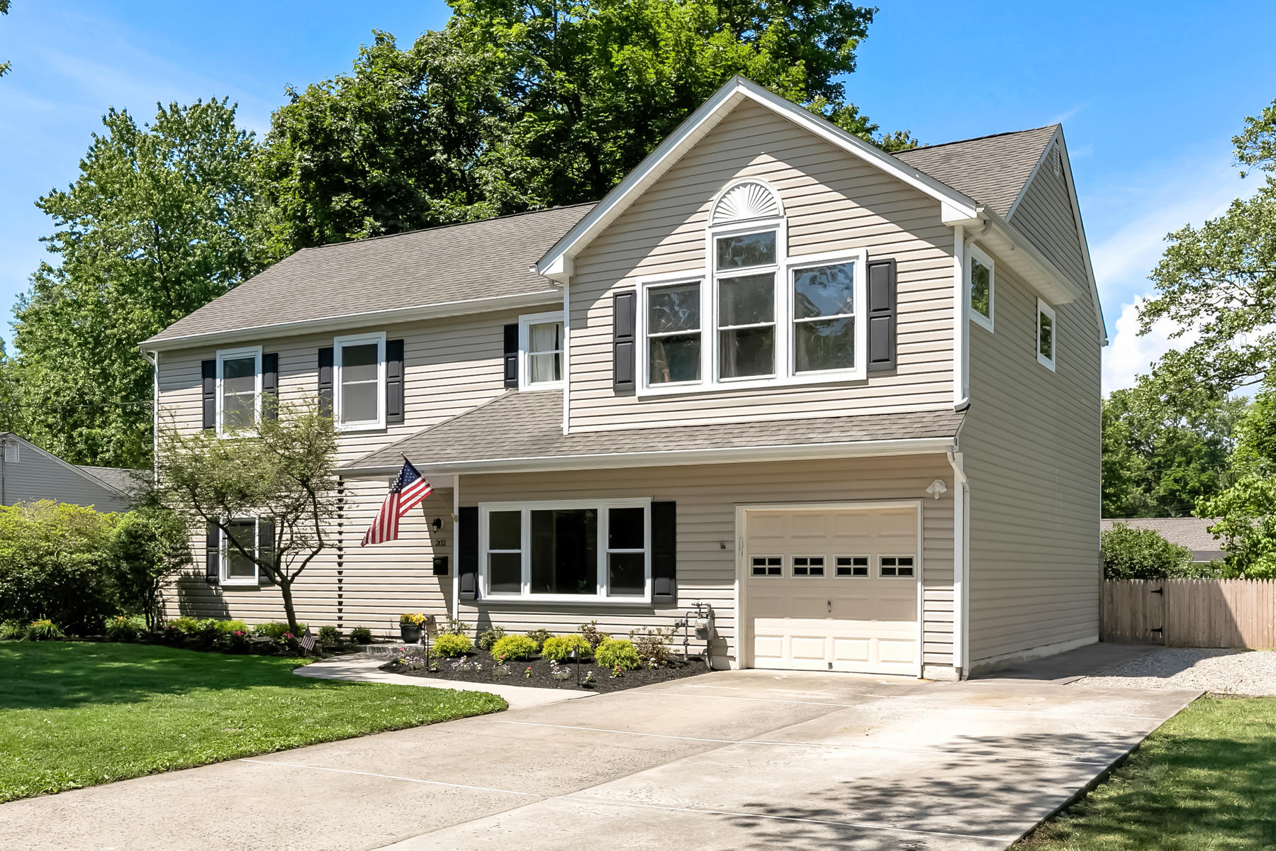 Single Family Homes for Active at 202 Beechwood Drive Shrewsbury, New Jersey 07702 United States