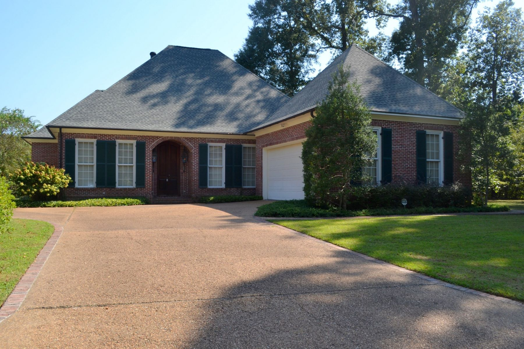 Single Family Homes for Sale at 17 Bluff Hills Place 17 Bluff Hills Pl Natchez, Mississippi 39120 United States
