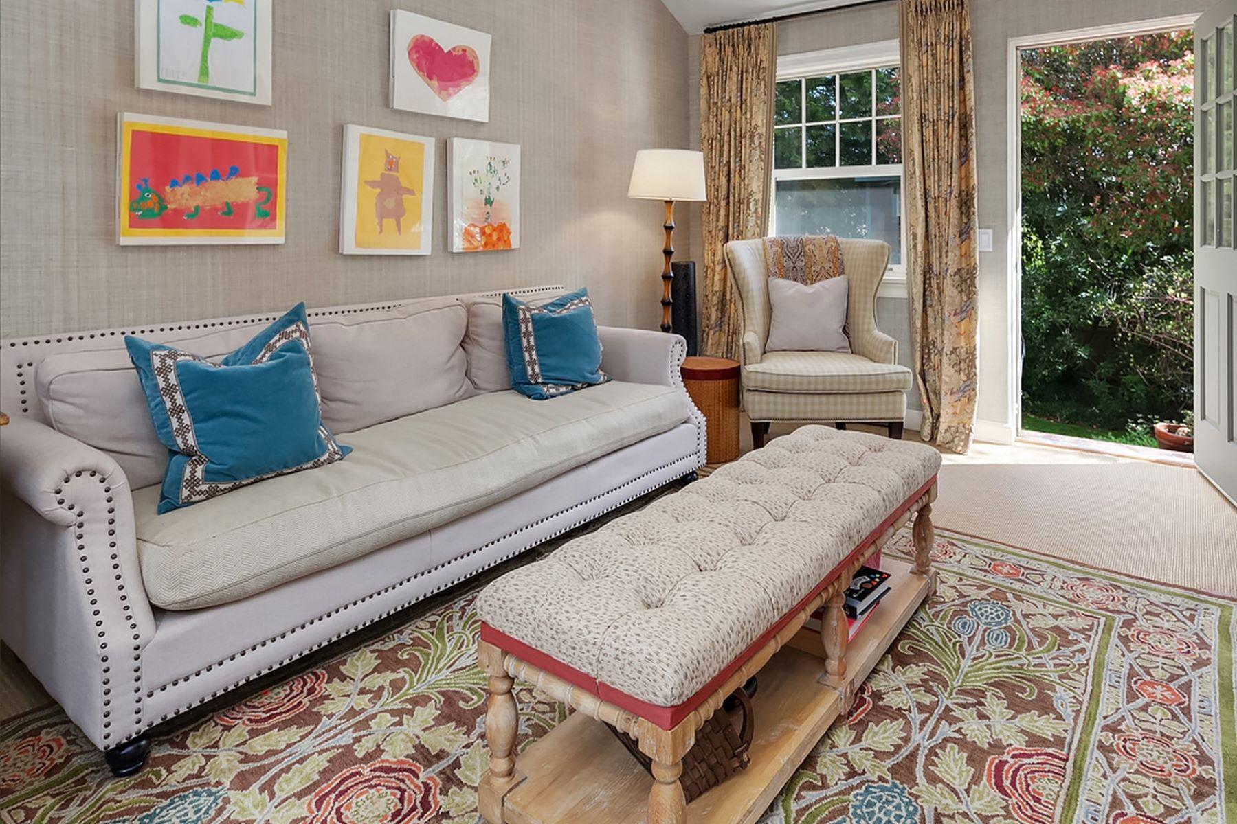 Additional photo for property listing at 1550 Shenandoah Dr E  Seattle, Вашингтон 98112 Соединенные Штаты
