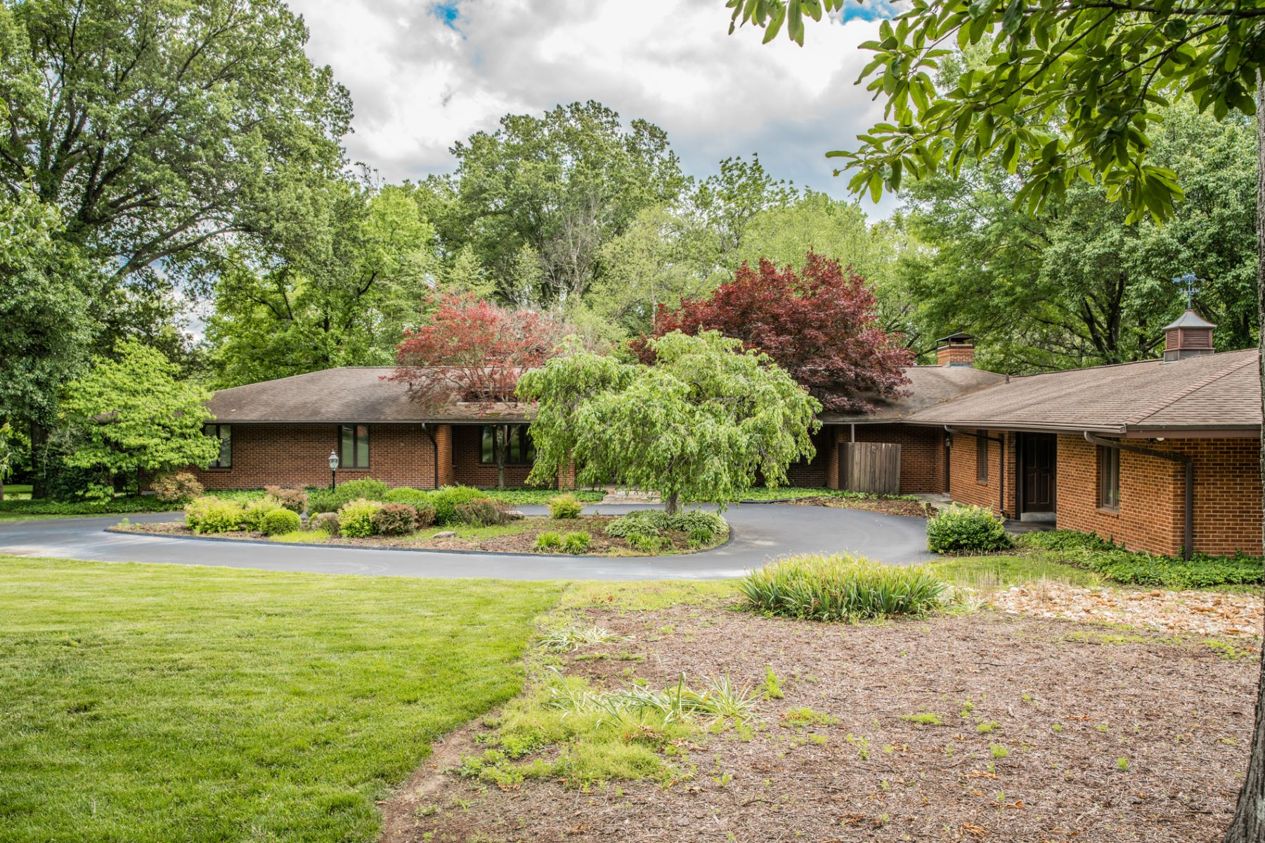 Single Family Home for Rent at 10166 Winding Ridge Road Ladue, Missouri 63124 United States