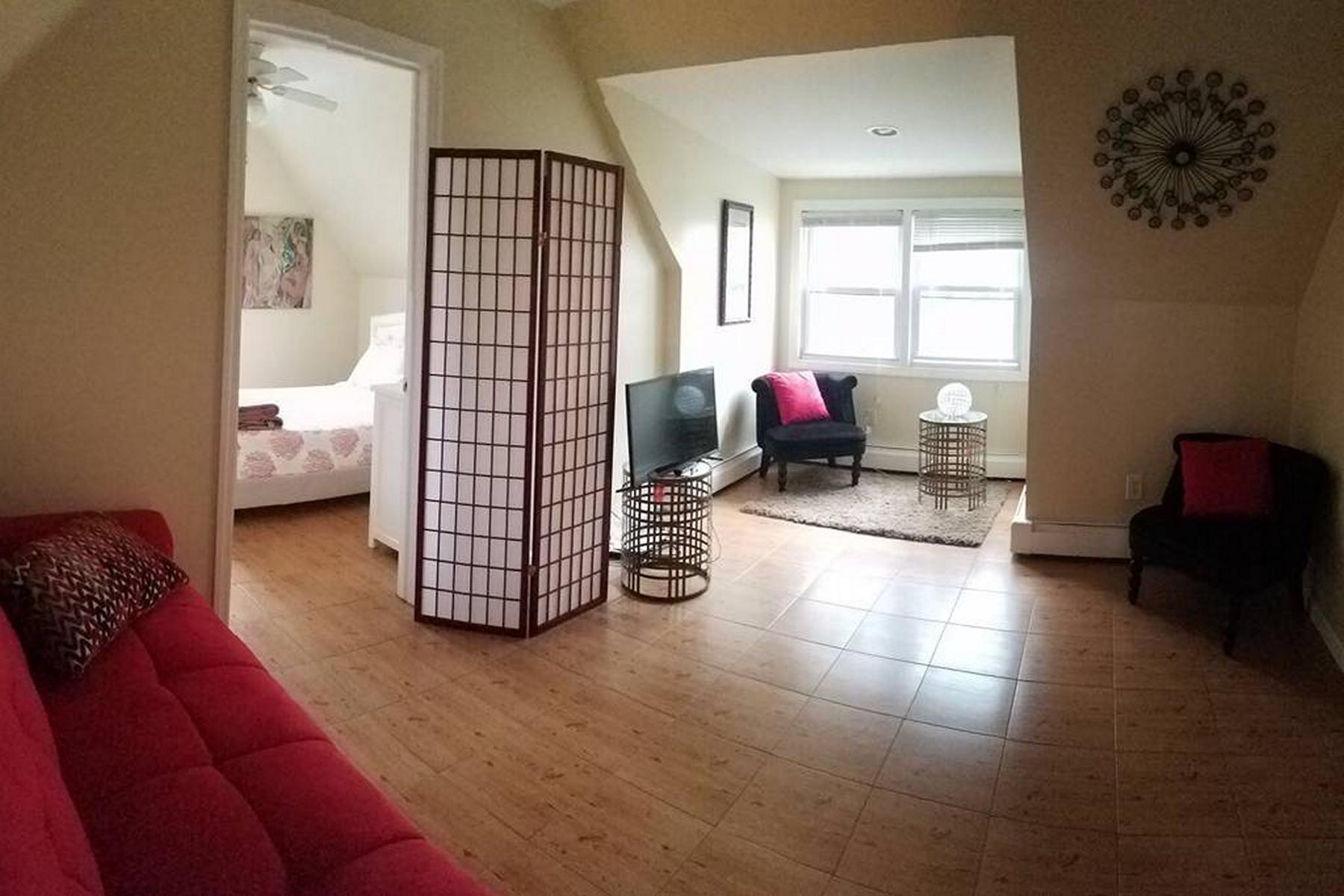 Apartamento por un Alquiler en Beautiful & bright 3rd floor apartment with hardwood floors and lovely decor 209 50th Street #3 West New York, Nueva Jersey 07093 Estados Unidos
