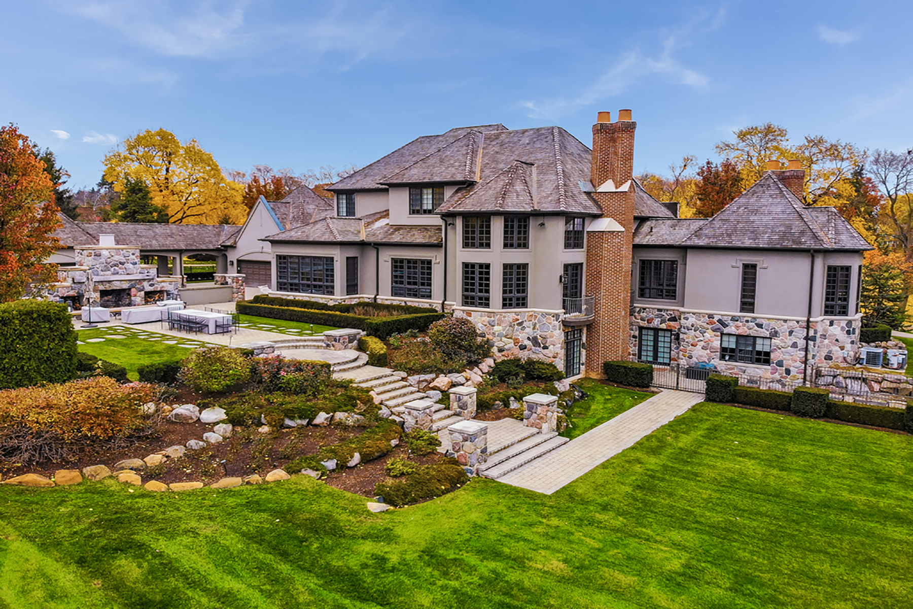 Single Family Homes for Sale at Bloomfield Hills 1161 Pembroke Drive Bloomfield Hills, Michigan 48304 United States