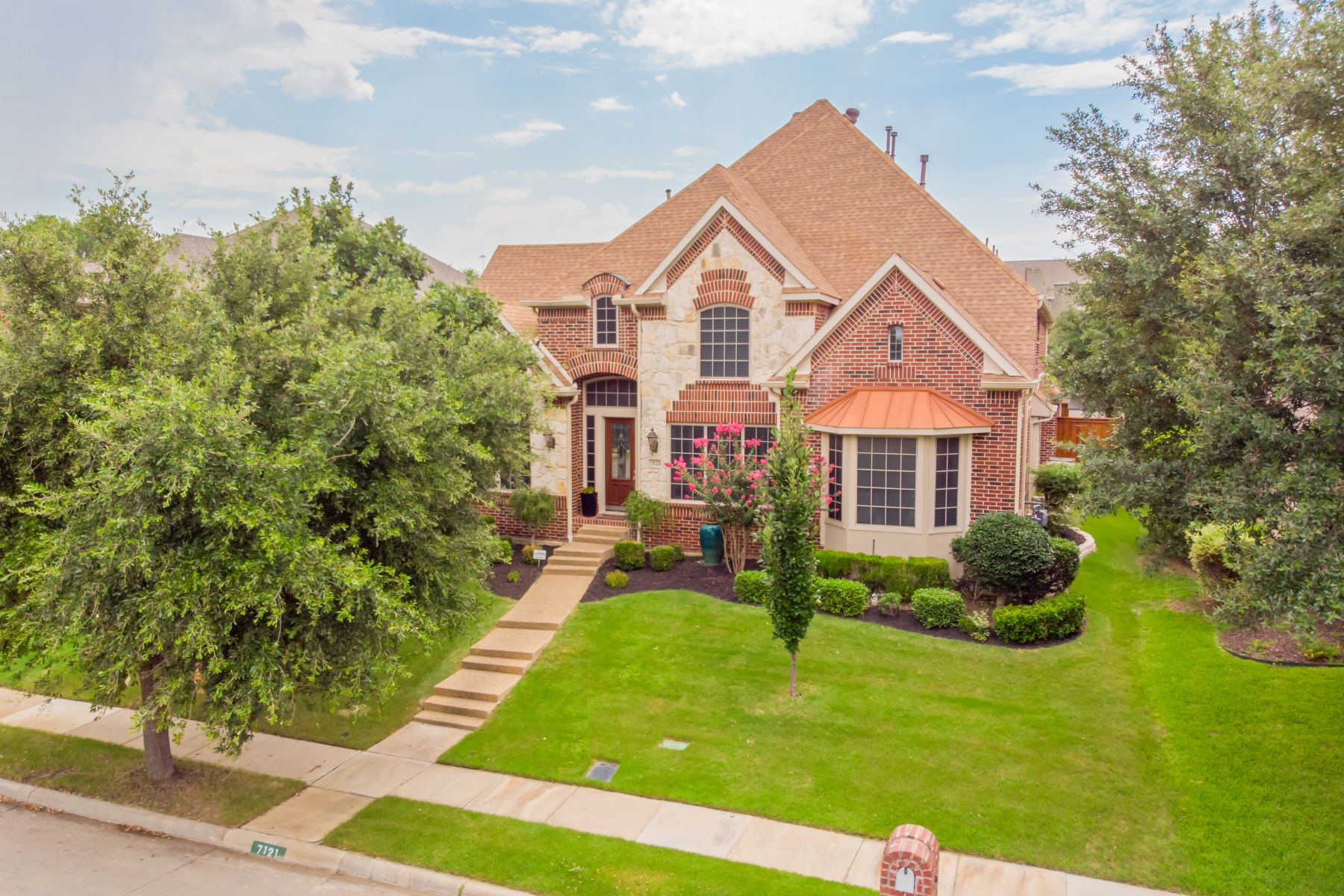 Single Family Homes 용 매매 에 Nestled in Gated Hackberry Creek 7121 Sugar Maple Drive, Irving, 텍사스 75063 미국