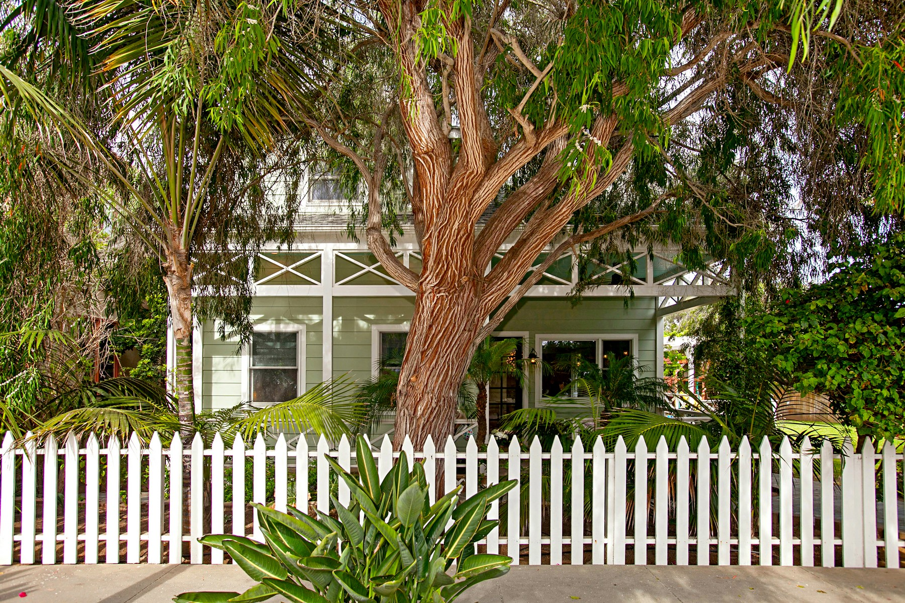 Single Family Home for Sale at 221 Neptune Avenue Encinitas, California, 92024 United States