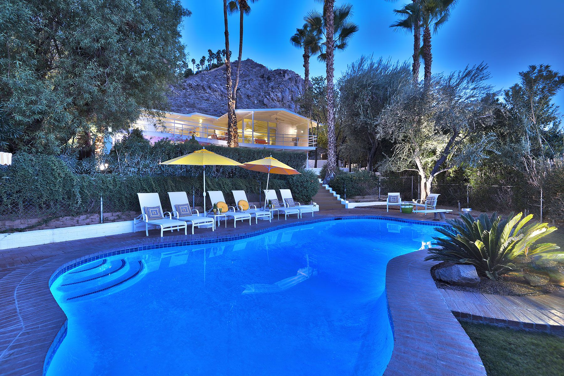 Casa Unifamiliar por un Venta en Howard Hughes Estate 2195 Rim Road Palm Springs, California 92264 Estados Unidos