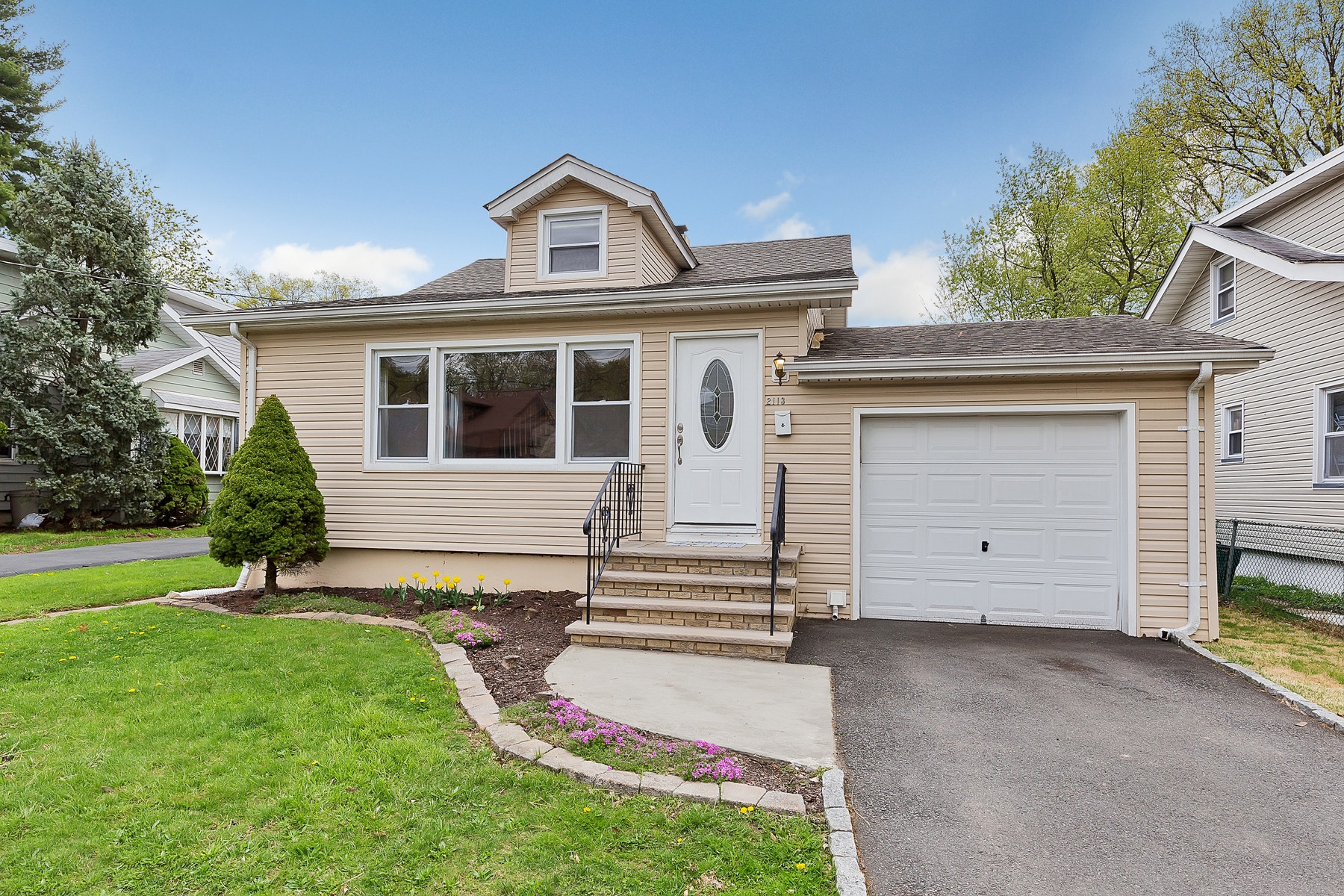 Single Family Homes for Sale at Move Right In! 2113 Evans Street Rahway, New Jersey 07065 United States