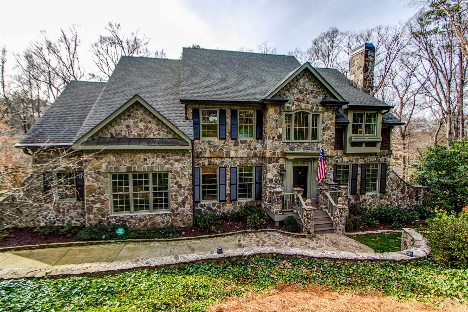Vivienda unifamiliar por un Venta en Wonderful Home In Sarah Smith School District 787 Brookhaven Springs Court NE Brookhaven, Atlanta, Georgia, 30342 Estados Unidos