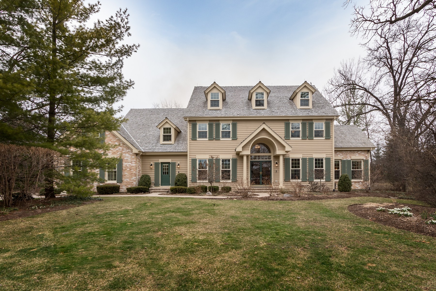 Tek Ailelik Ev için Satış at Charming Colonial Home 161 Wynstone Drive North Barrington, Illinois, 60010 Amerika Birleşik Devletleri
