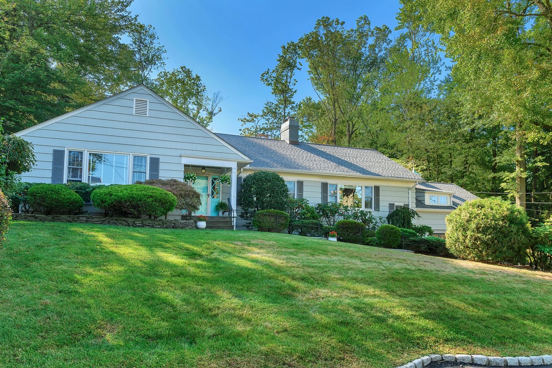 Single Family Homes for Sale at Turn-Key Mid-Century Ranch 13 Stonewood Parkway Verona, New Jersey 07044 United States