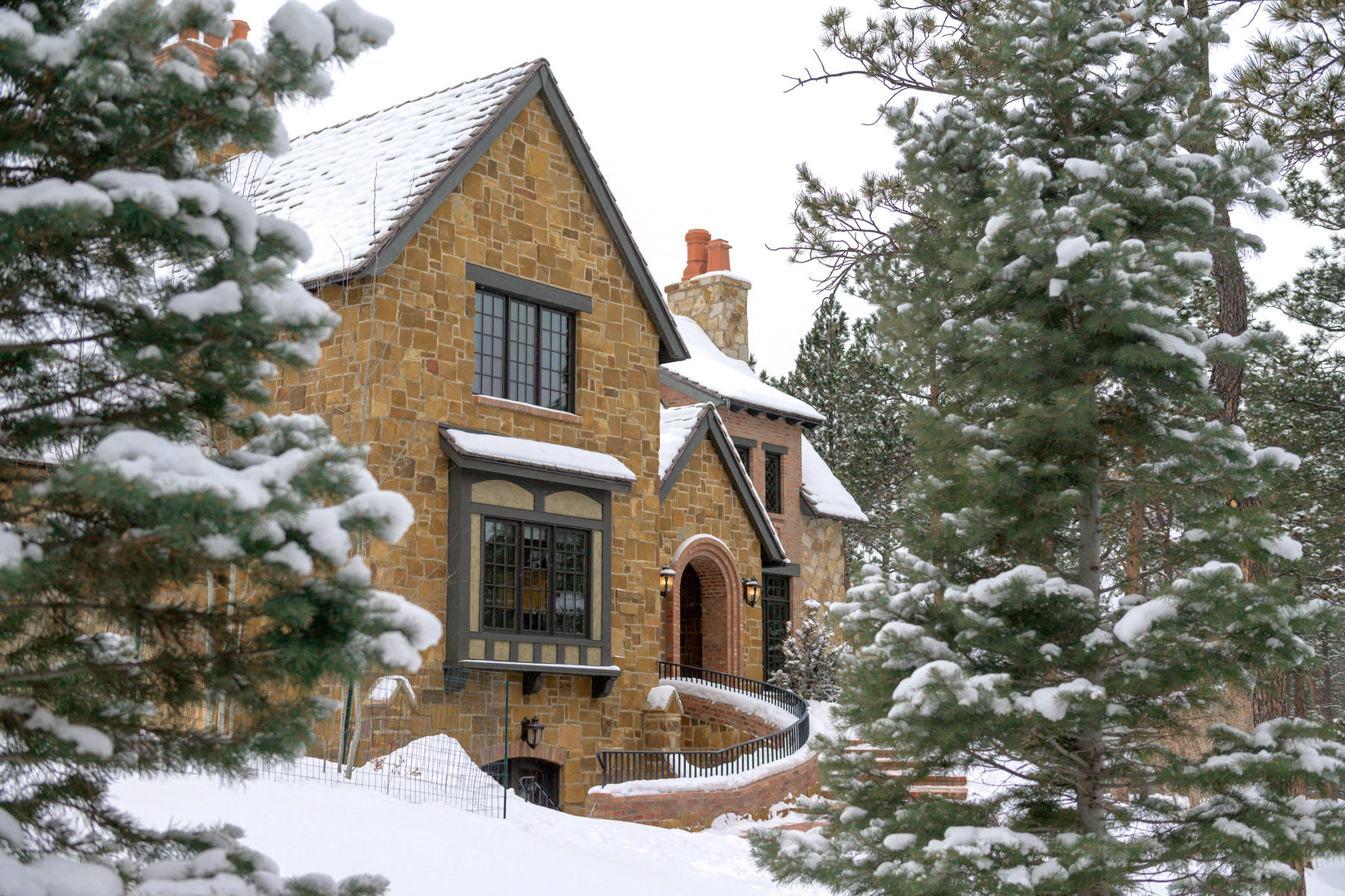 Single Family Homes のために 売買 アット 4340 Foxchase Way Colorado Springs, コロラド 80908 アメリカ