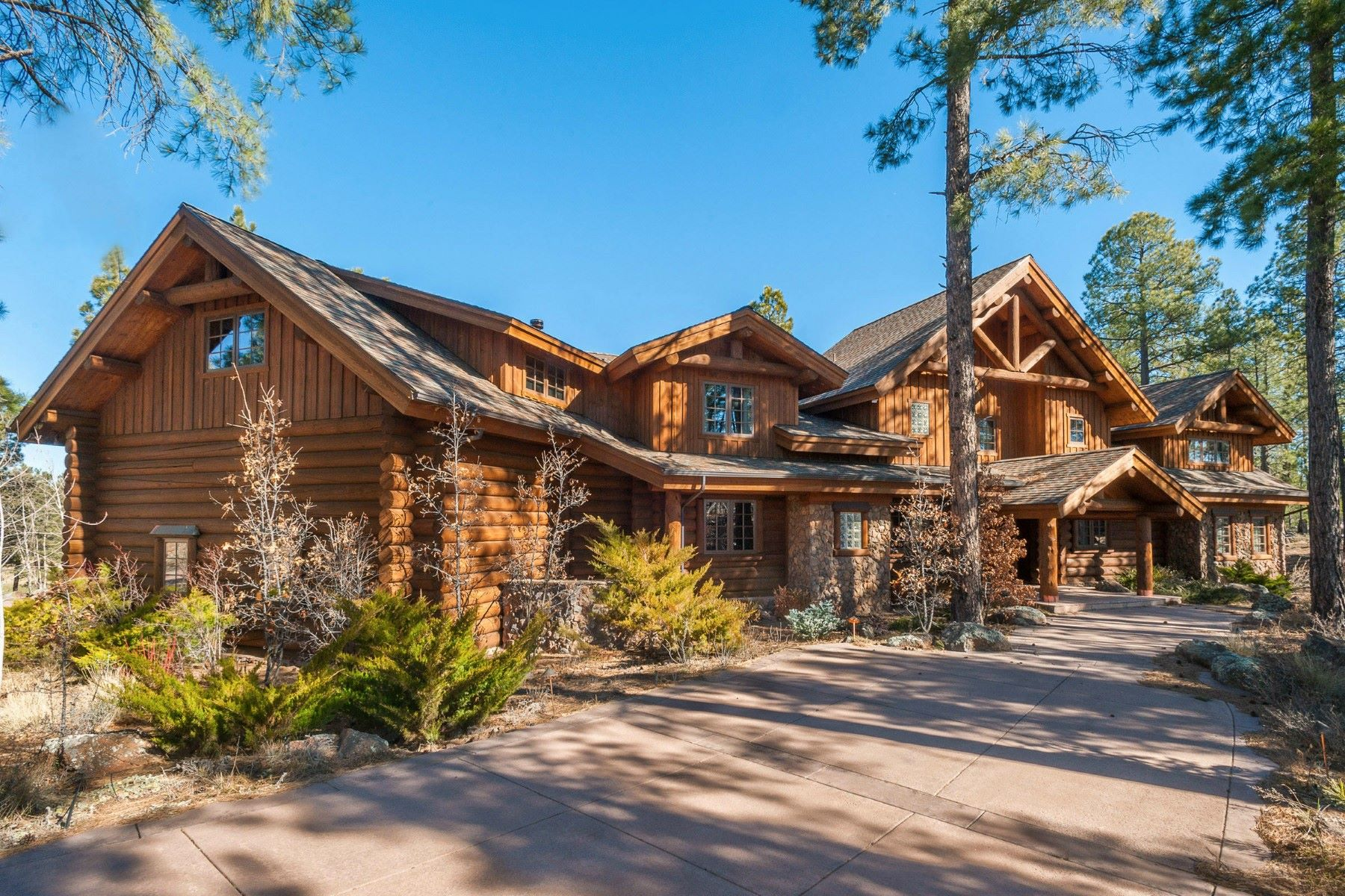 단독 가정 주택 용 매매 에 Magnificent Log Luxury Retreat at Forest Highlands 2892 Andrew Douglass, Flagstaff, 아리조나, 86005 미국