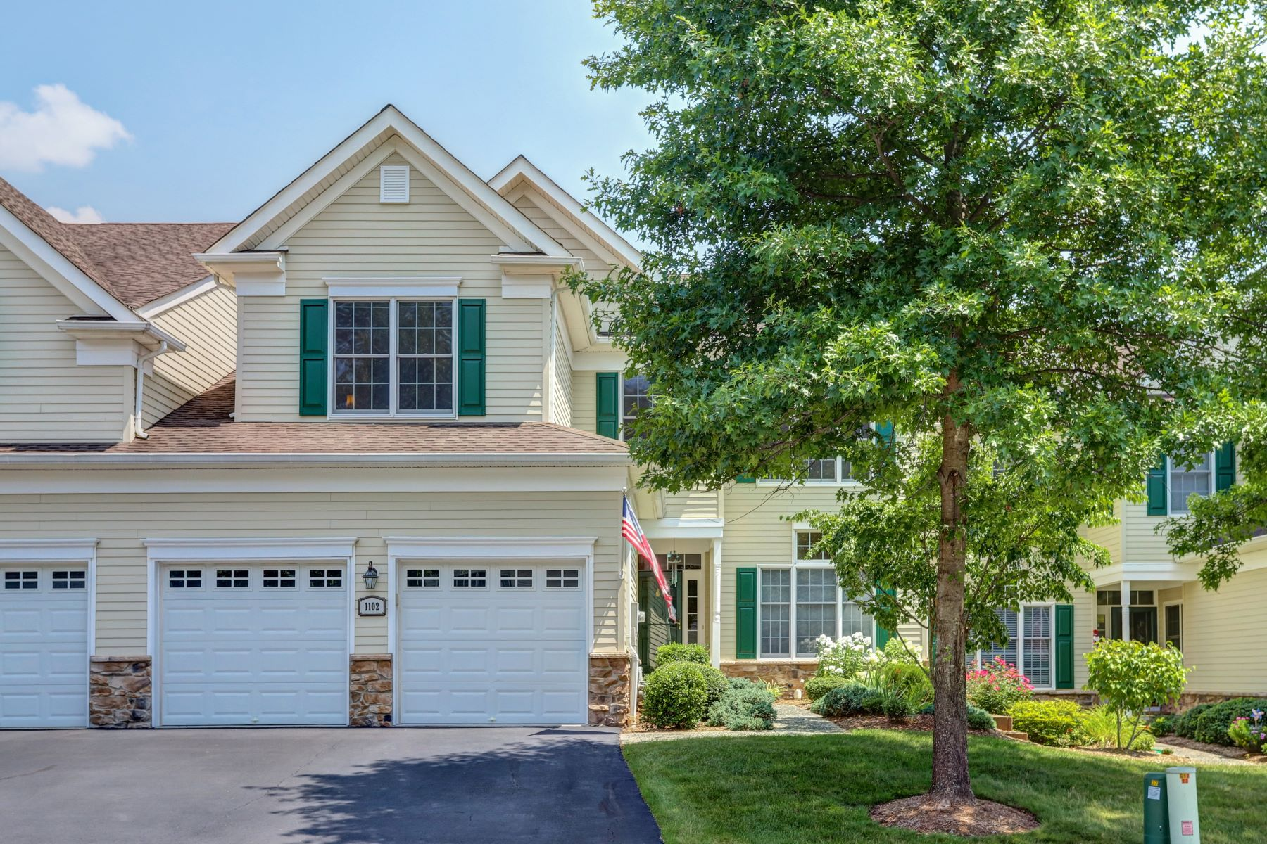townhouses for Sale at Immaculate Townhome 1102 Farley Road Tewksbury Township, New Jersey 08889 United States