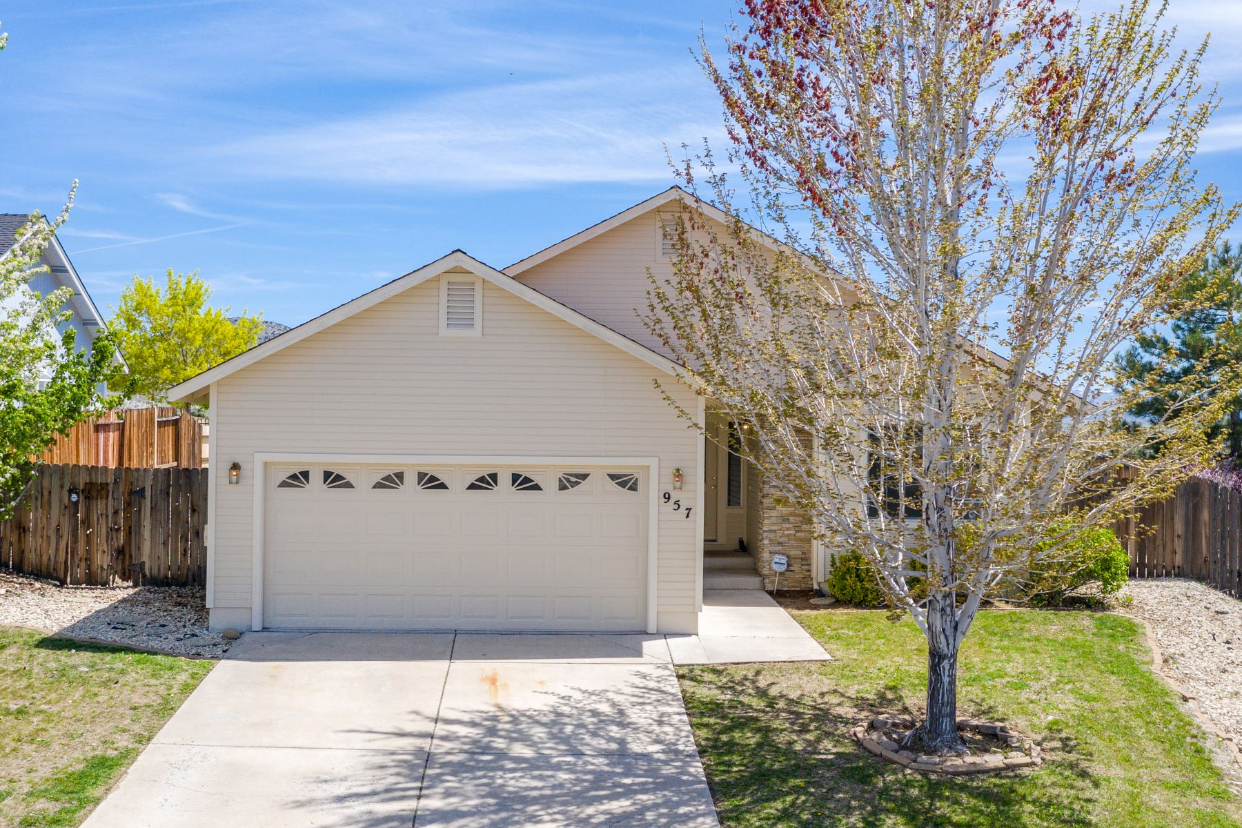 Single Family Home for Active at 957 Ranchview Circle, Carson City, NV 89705 957 Ranchview Circle Carson City, Nevada 89705 United States