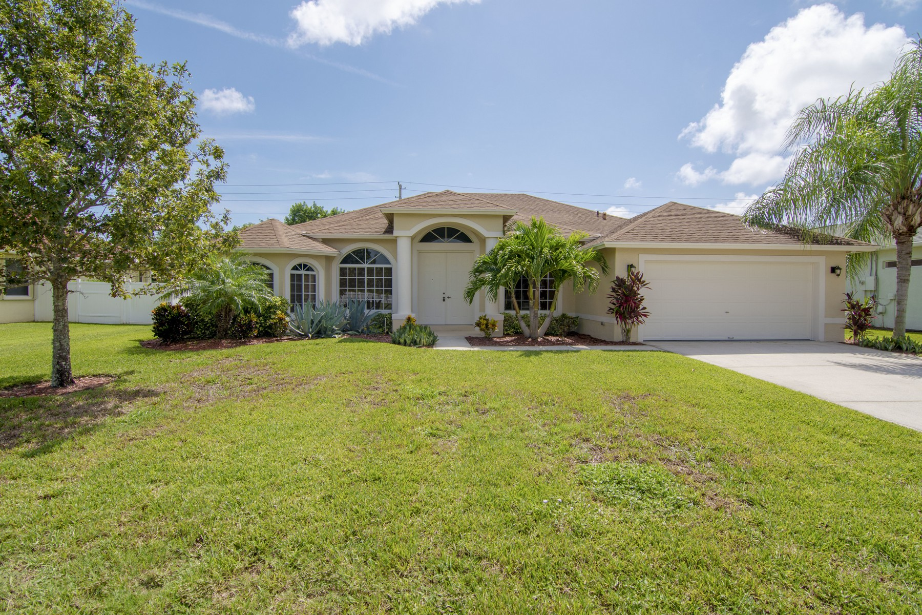Single Family Home for Sale at Beautifully Updated Home in the Preserve 330 21st Court SW Vero Beach, Florida 32962 United States