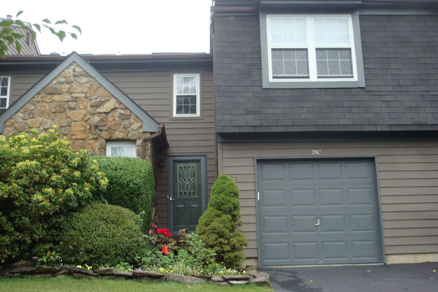 townhouses for Rent at Bright and Cheery Throughout! 25 Chestnut Court Unit C, Princeton, New Jersey 08540 United States