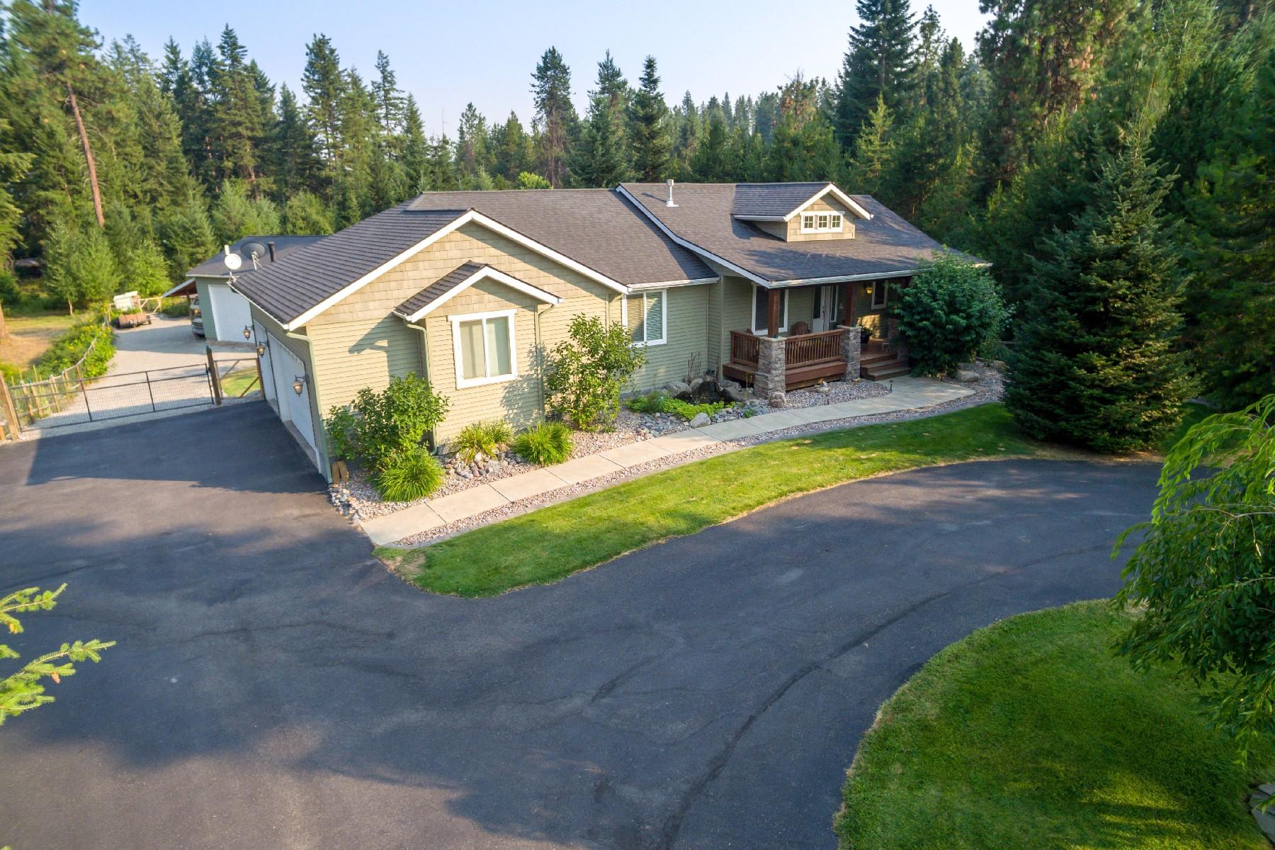 Single Family Homes pour l Vente à Craftsman Beauty with Shop and Acreage 12345 N Nine Bark Rd Hauser, Idaho 83854 États-Unis