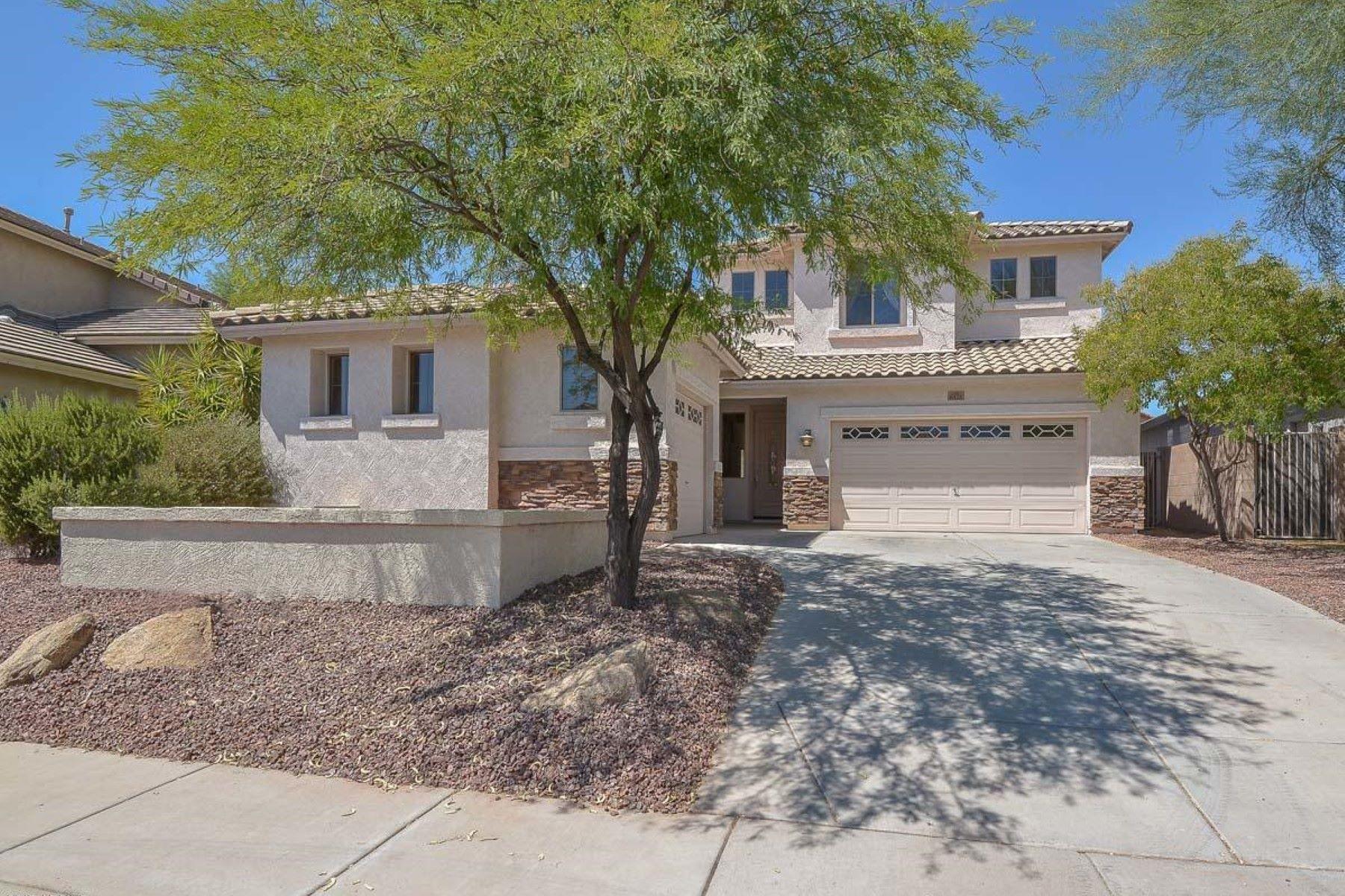 Maison unifamiliale pour l Vente à Stunning two story home with mountain views 6426 Cavedale Dr Phoenix, Arizona, 85083 États-Unis