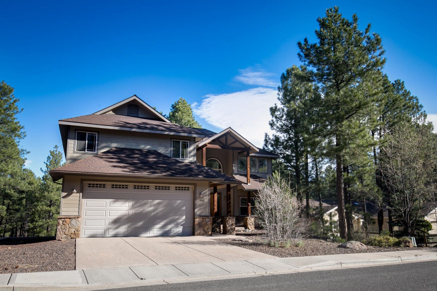 Moradia para Venda às Exquisite home in the ever-popular Boulder Pointe neighborhood 2006 S Tombaugh Way Flagstaff, Arizona, 86001 Estados Unidos