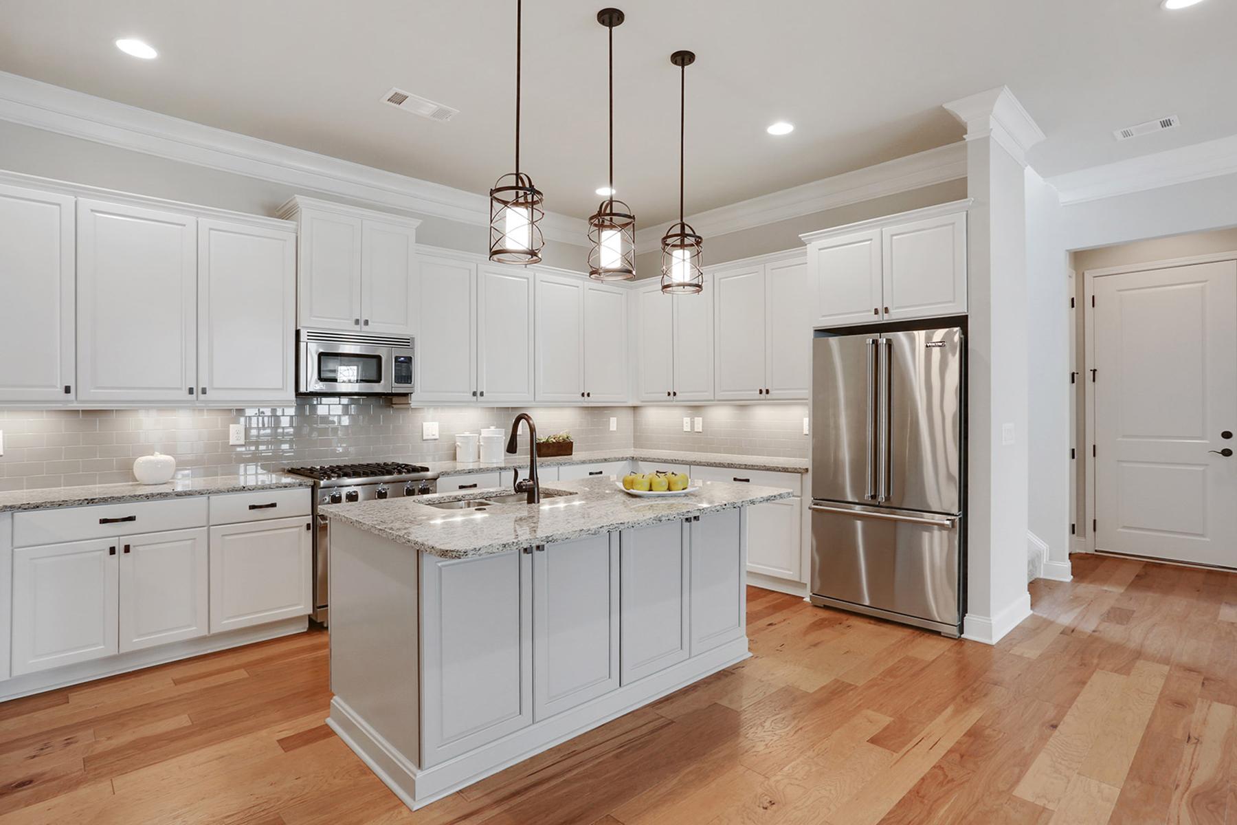 Additional photo for property listing at Luxury Maintenance Free Living 317 Little Pine Lane Woodstock, Georgia 30188 United States
