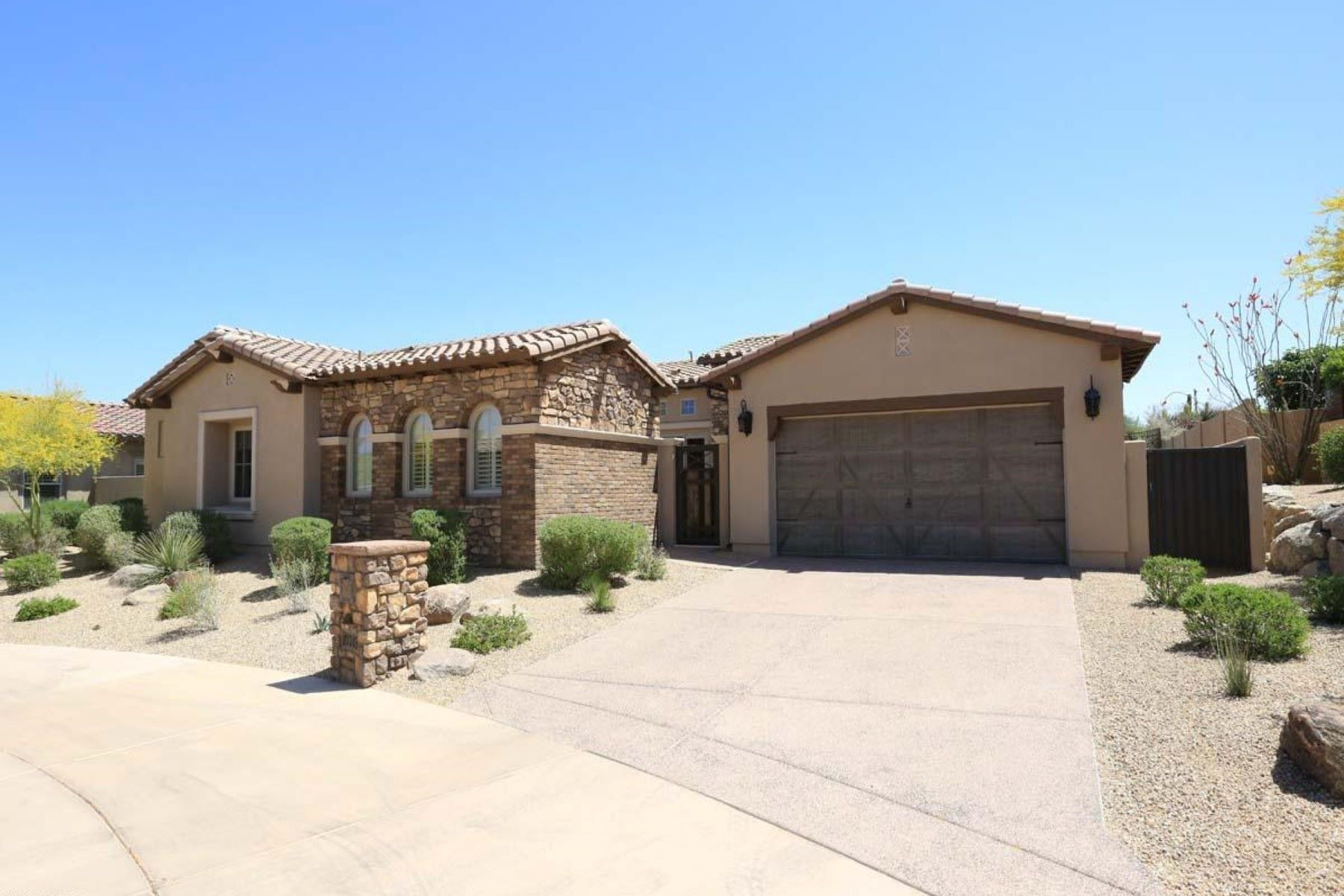 Single Family Home for Sale at Fabulous home with an outstanding view of Troon Mountain 27745 N 110th Pl Scottsdale, Arizona, 85262 United States