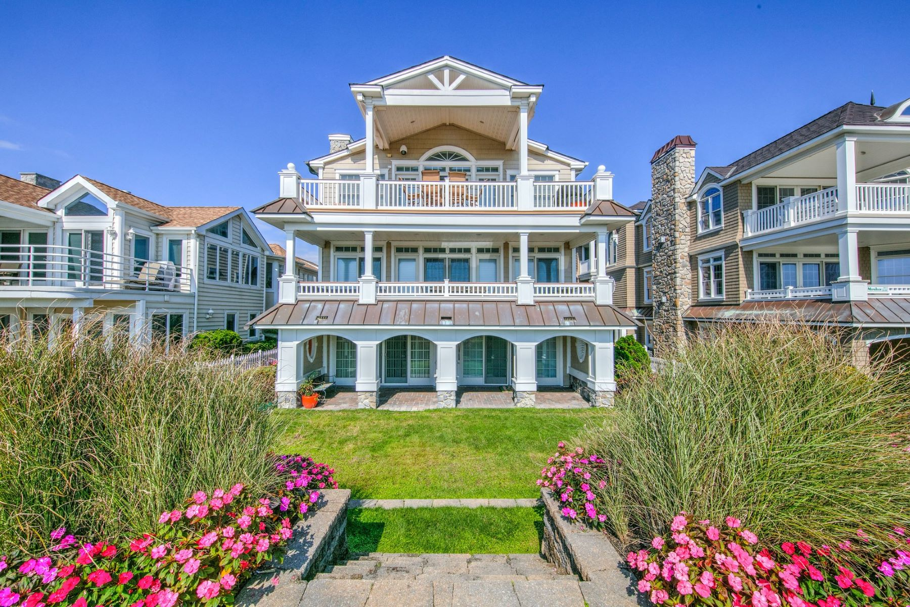 Condominiums para Venda às Spectacular Oceanfront Gold Coast Second Floor 2141 Wesley Ave 2nd Floor, Ocean City, Nova Jersey 08226 Estados Unidos