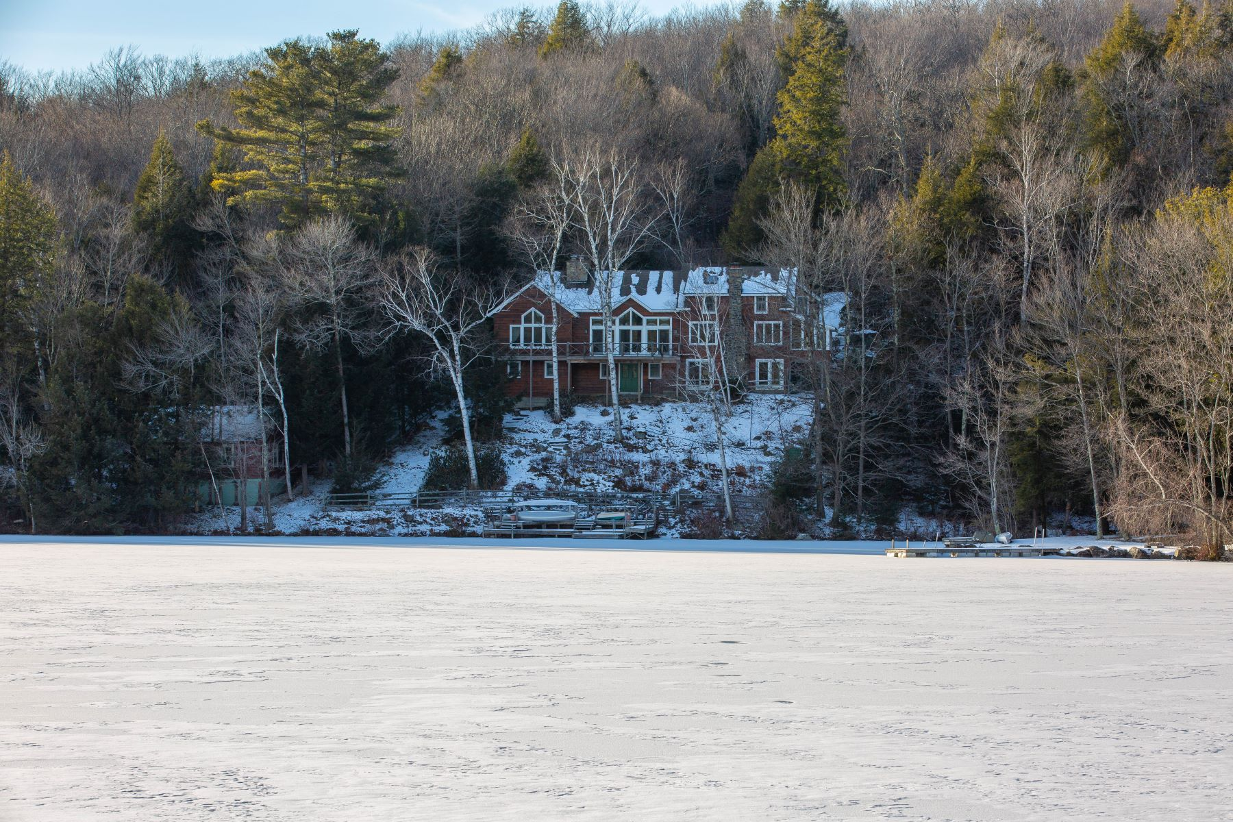 Single Family Homes 為 出售 在 Lakefront Legacy 38 Manning Way, Sand Lake, 纽约 12153 美國