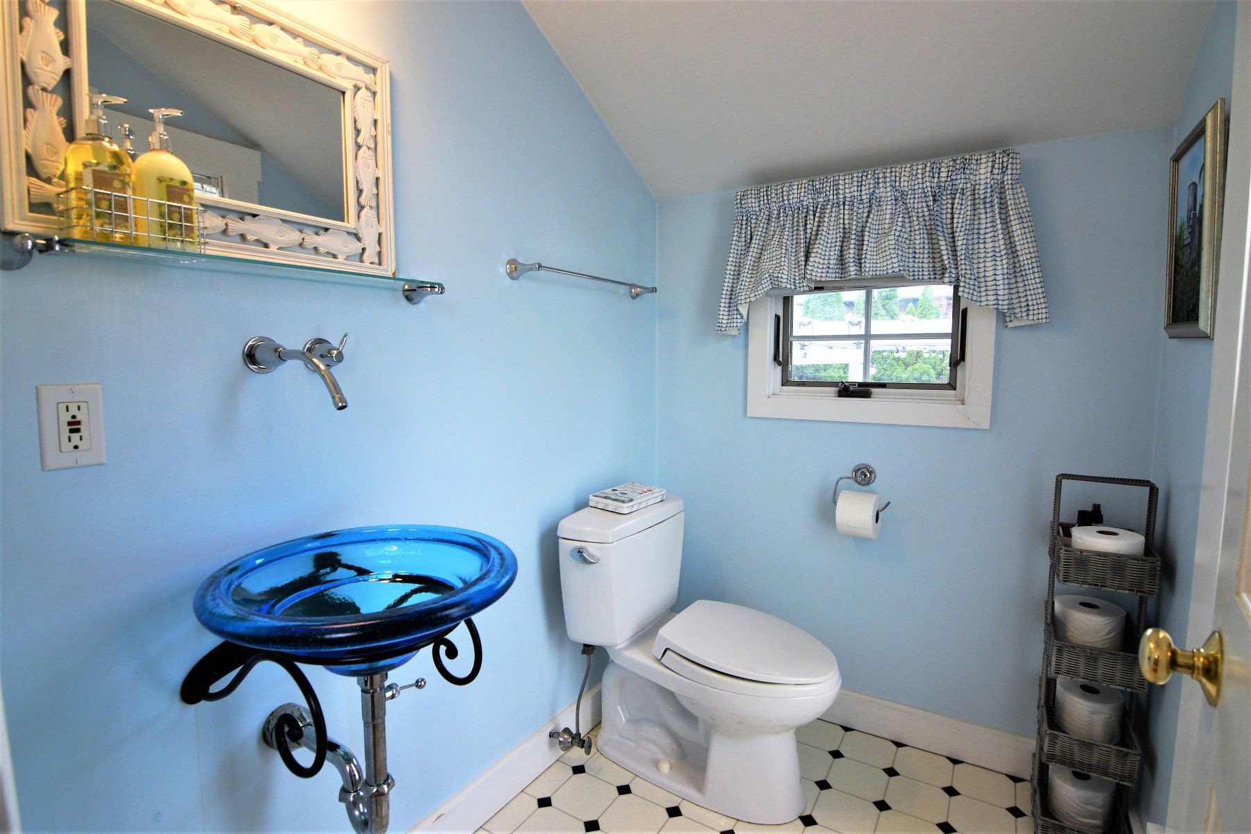 Additional photo for property listing at Point Cottage 17 Cherry Street Newport, Rhode Island 02840 United States