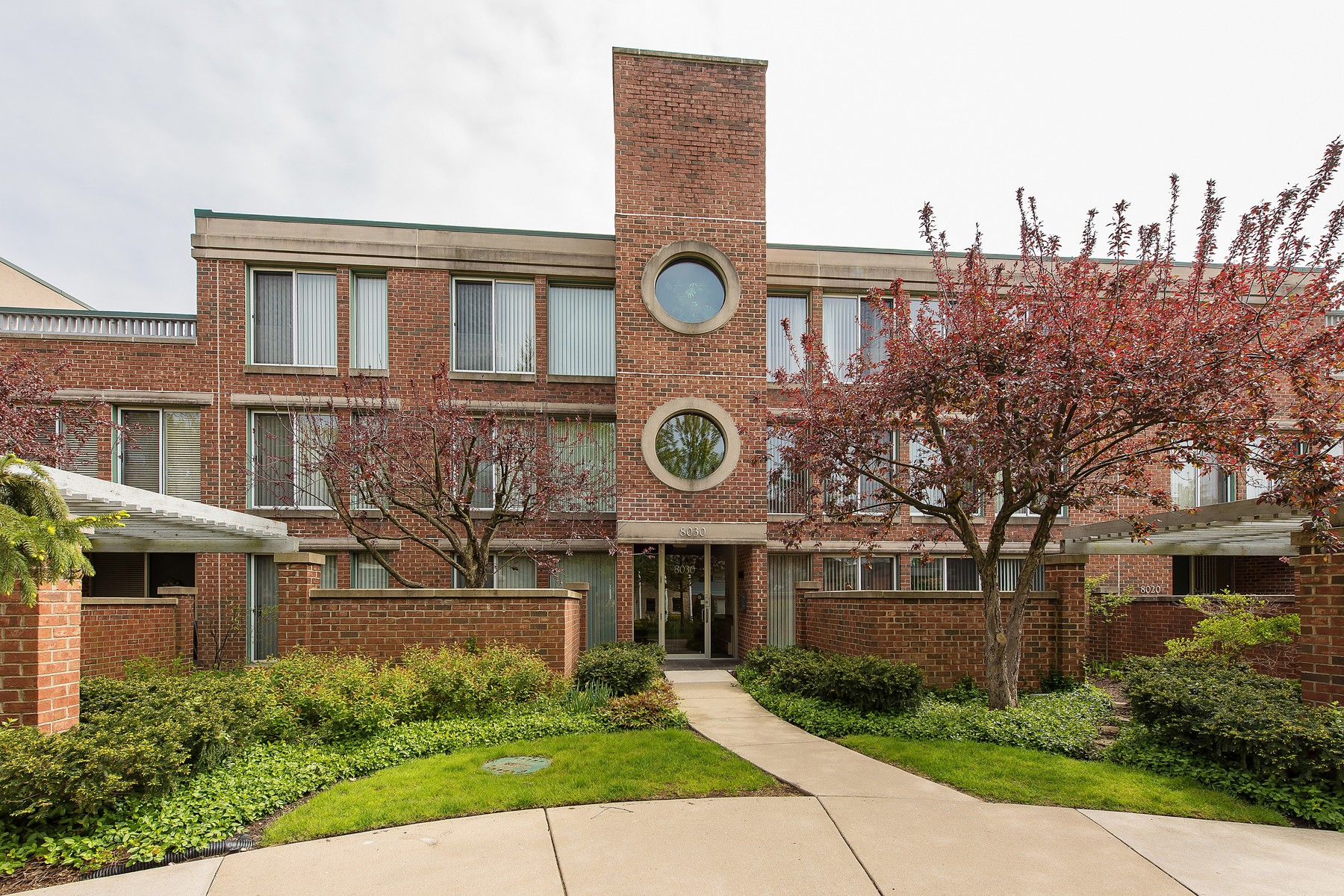 Condominio per Vendita alle ore Amazing Meadowlake Penthouse 8030 Arbor Lane Unit 301 Winnetka, Illinois, 60093 Stati Uniti