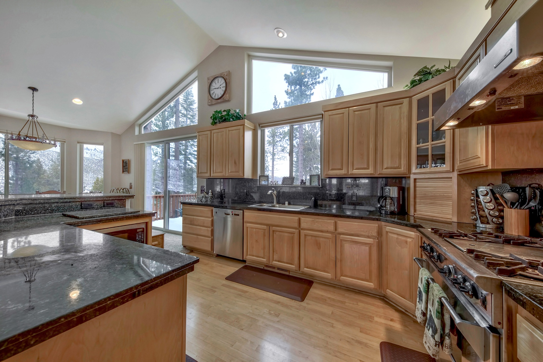 Additional photo for property listing at 1395 Mount Rainier, South Lake Tahoe, CA 96150 1395 Mount Rainier Drive South Lake Tahoe, California 96150 United States