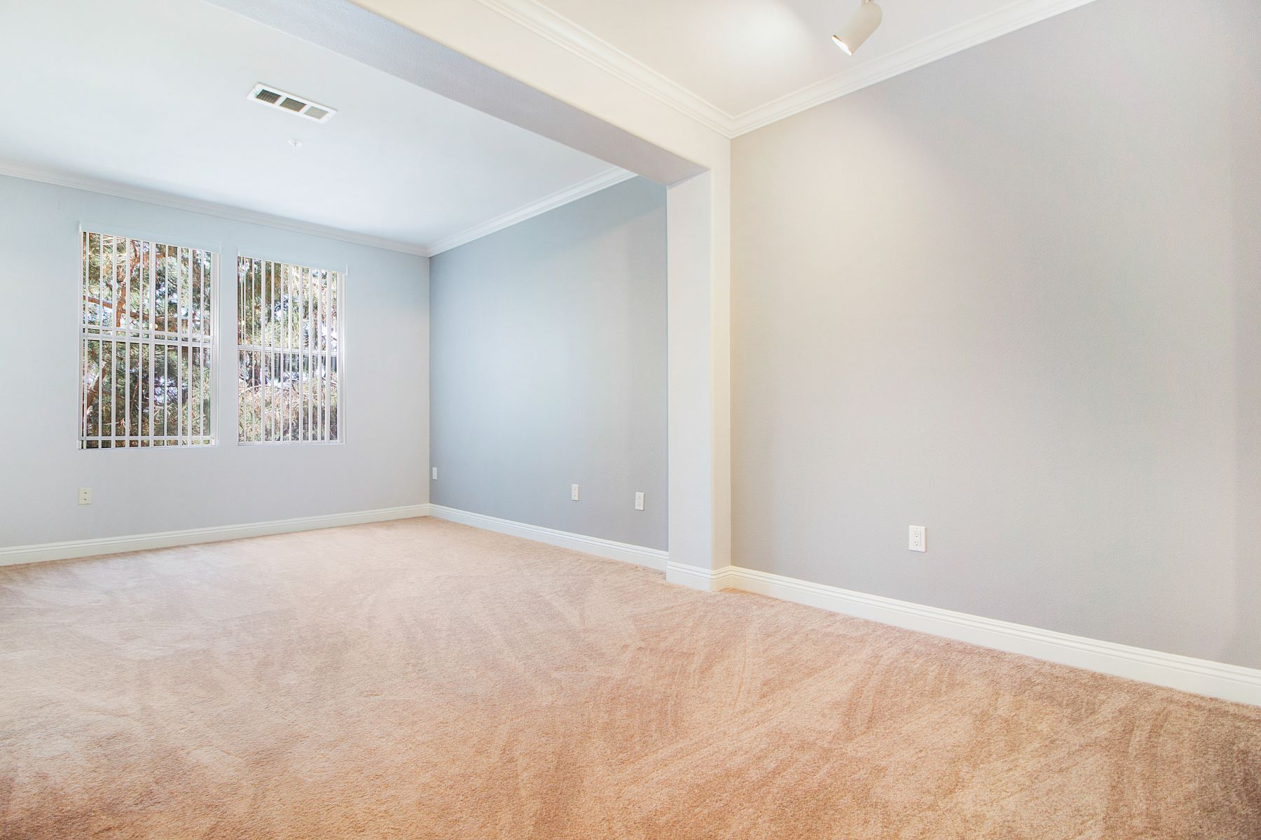 Condominiums for Sale at 2243 Watermarke Place Irvine, California 92612 United States