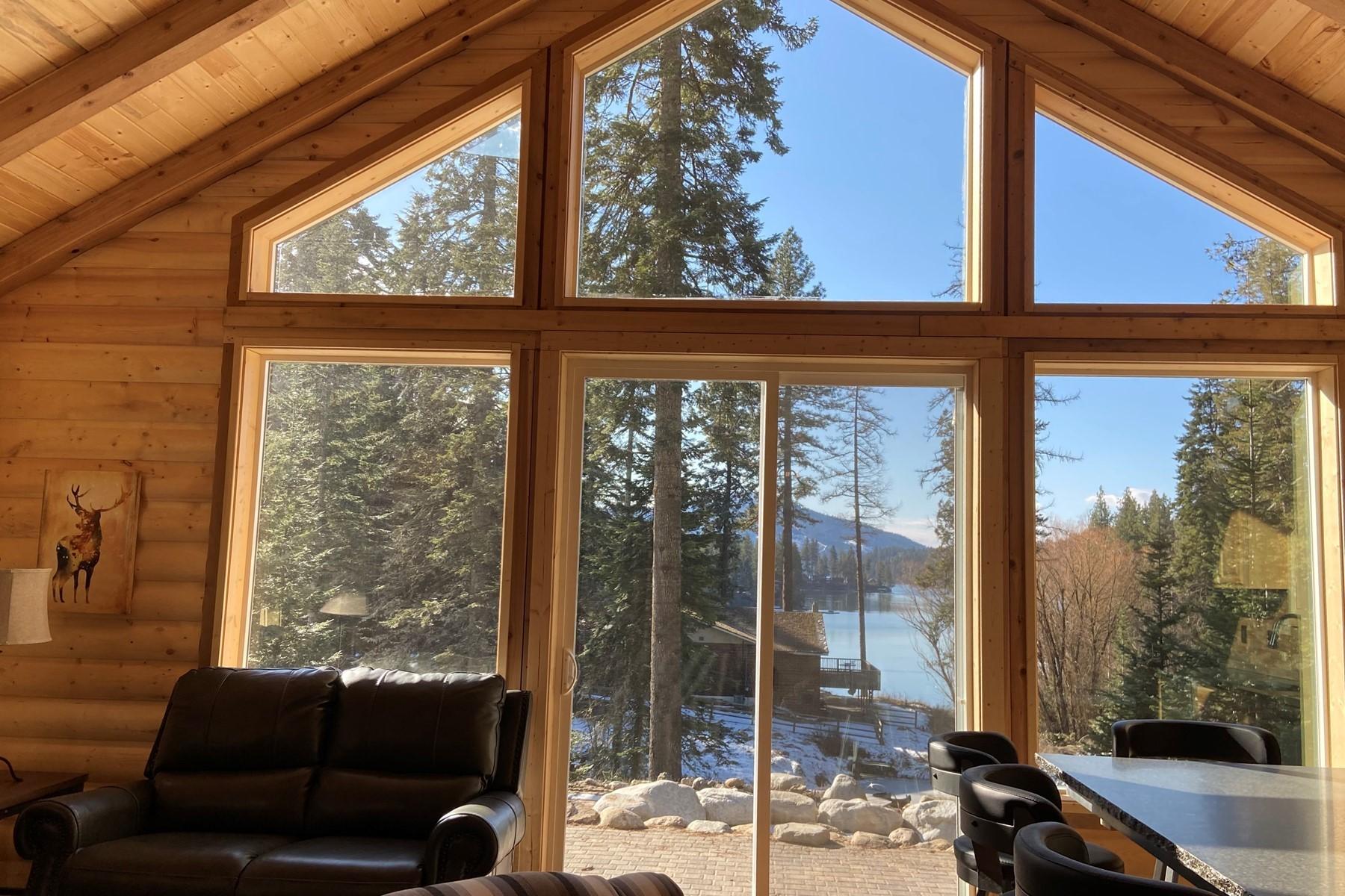 Single Family Homes por un Venta en Two Spectacular Waterfront Beauties 31245 + 31375 E Hayden Lake Rd Hayden, Idaho 83835 Estados Unidos