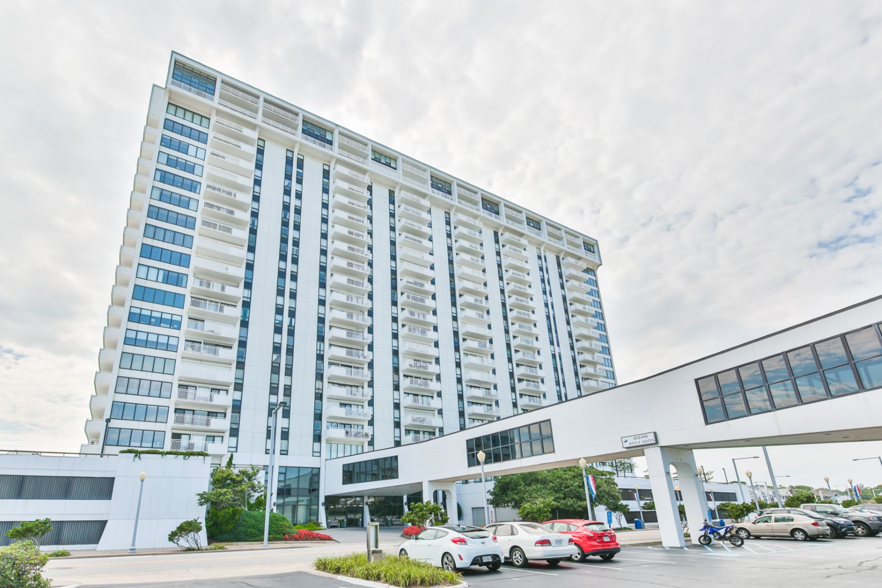 Кондоминиум для того Продажа на Oceans Condominiums 4004 Atlantic Avenue Unit #PH1 Virginia Beach, Виргиния, 23451 Соединенные Штаты