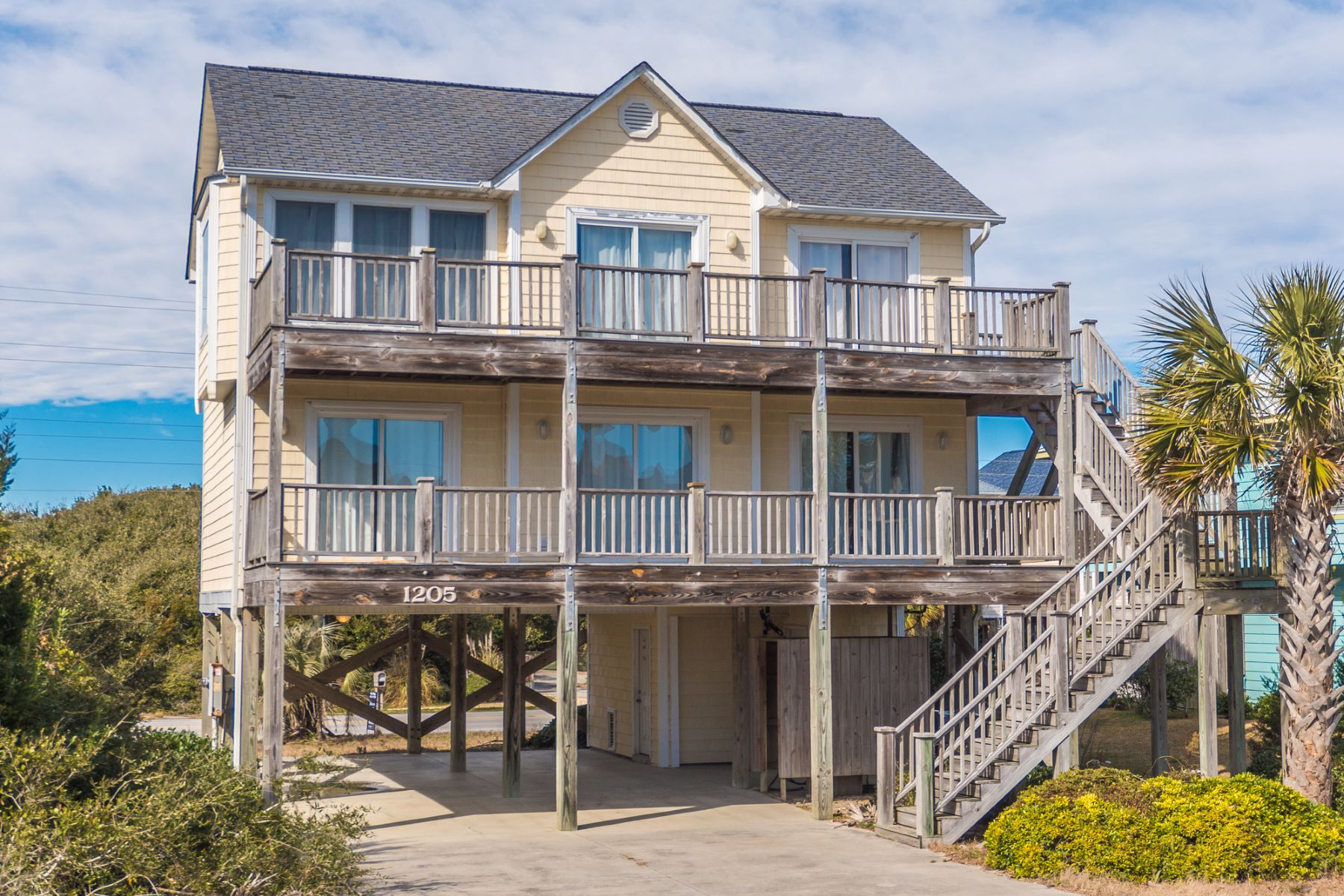 Einfamilienhaus für Verkauf beim Enjoy Harmonious Ocean Views and the Serenity of the Beach 1205 S Shore Drive Surf City, North Carolina, 28445 Vereinigte Staaten