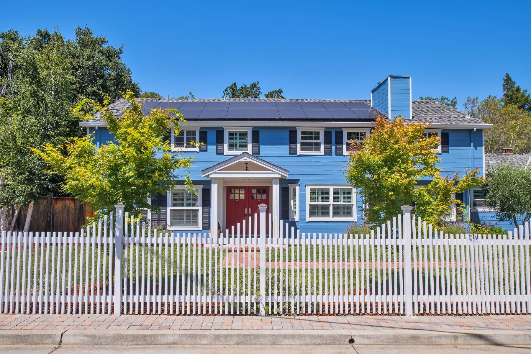 Single Family Homes のために 売買 アット Remodeled Colonial in Sleepy Hollow 15 Dutch Valley Lane, San Anselmo, カリフォルニア 94956 アメリカ