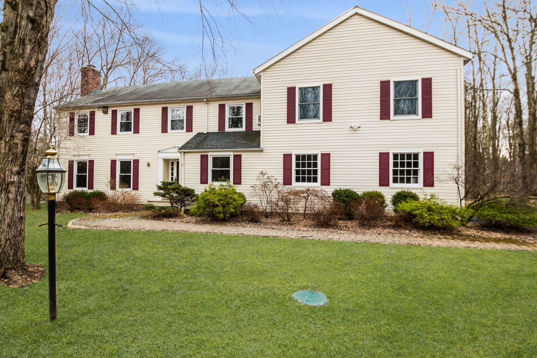 Single Family Homes for Sale at Expanded Colonial 124 Childs Road Basking Ridge, New Jersey 07920 United States