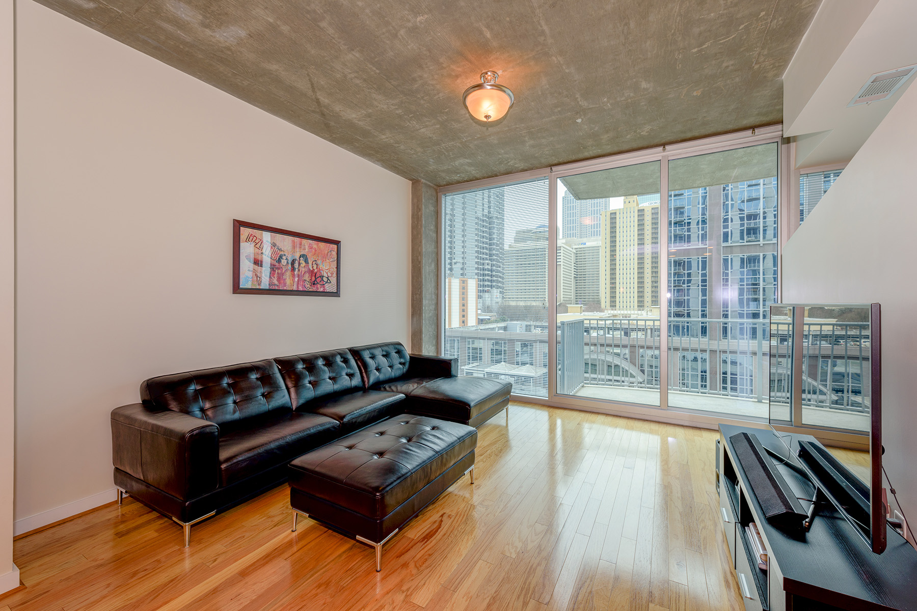 شقة بعمارة للـ Sale في Extraordinary City Living/Sought After Floor Plan 400 W Peachtree Street NW Unit 909, Atlanta, Georgia, 30308 United States