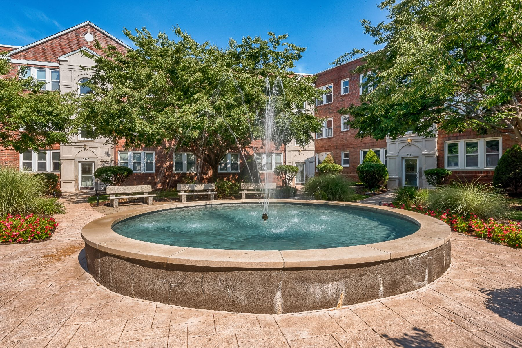 Additional photo for property listing at Fountain View at Old Town Clayton 7747 Kingsbury Boulevard #31 Clayton, Missouri 63105 United States