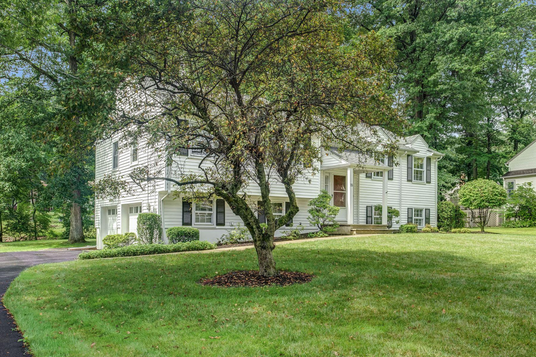 Частный односемейный дом для того Продажа на Lovely Home! 18 Stony Brook Road, Morris Plains, Нью-Джерси 07950 Соединенные Штаты