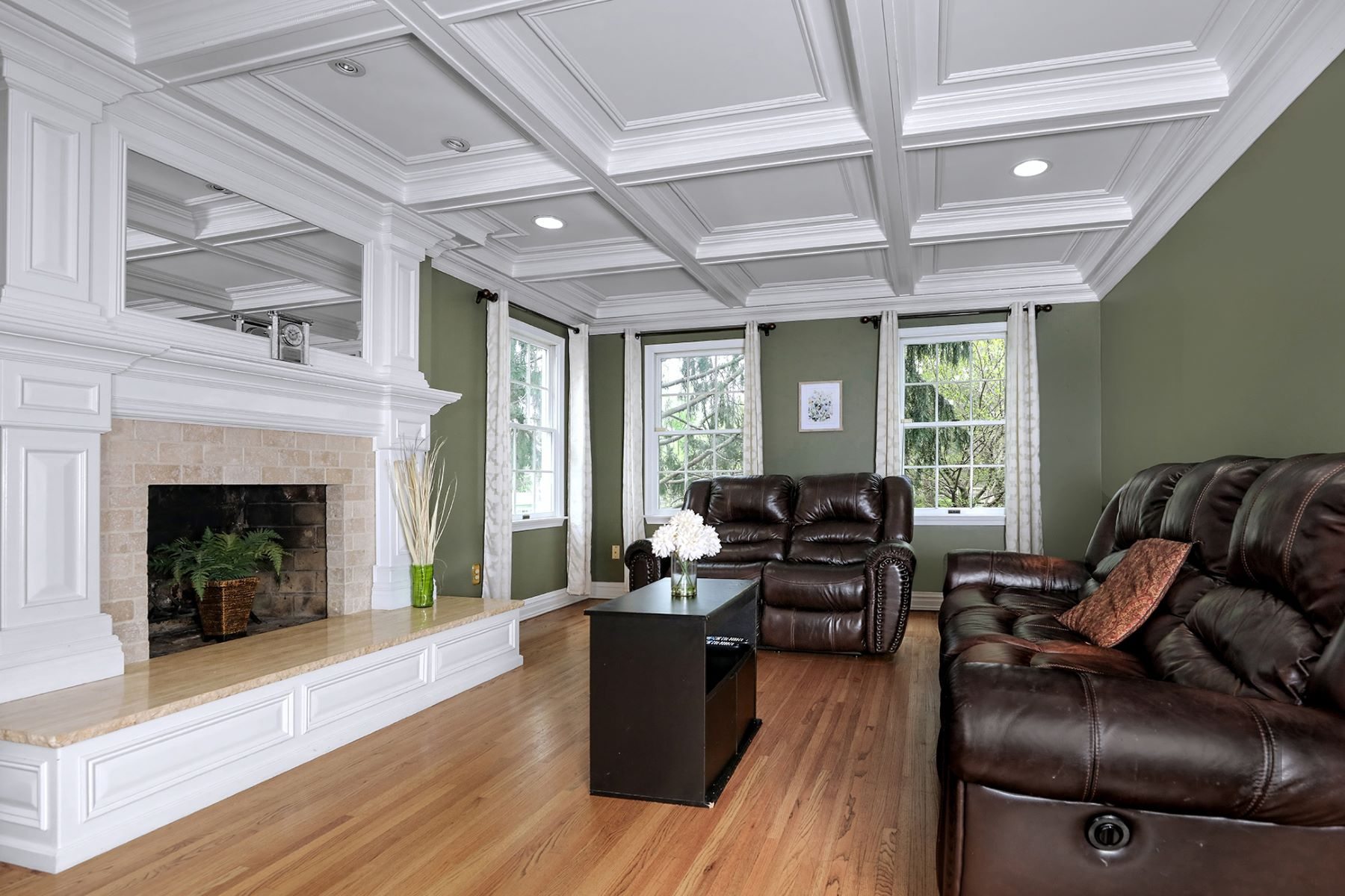 Additional photo for property listing at Exceptional Cul-De-Sac Colonial in Princeton Oaks 3 Cranston Court, Princeton Junction, New Jersey 08550 United States