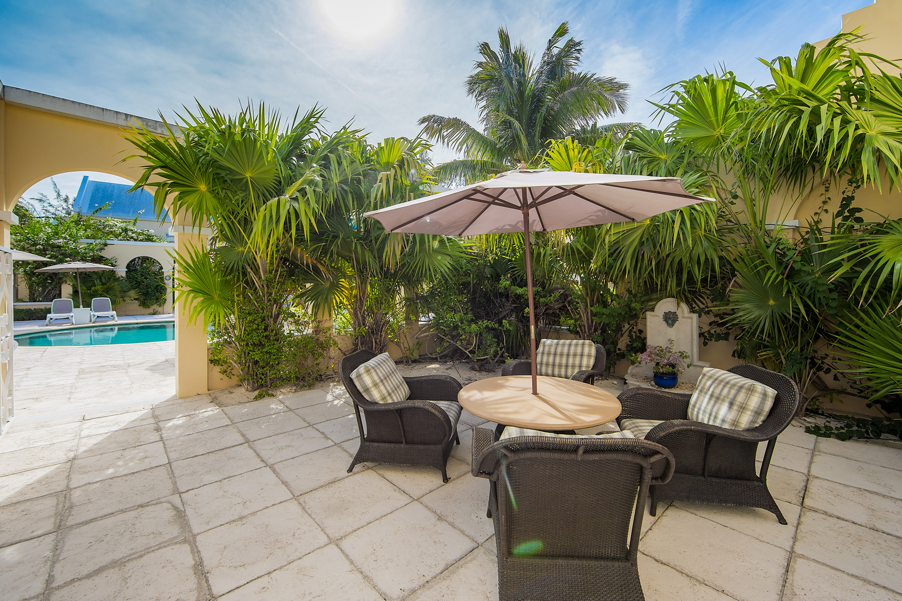 Additional photo for property listing at Reef Residences Grace Bay, Providenciales Islas Turcas Y Caicos