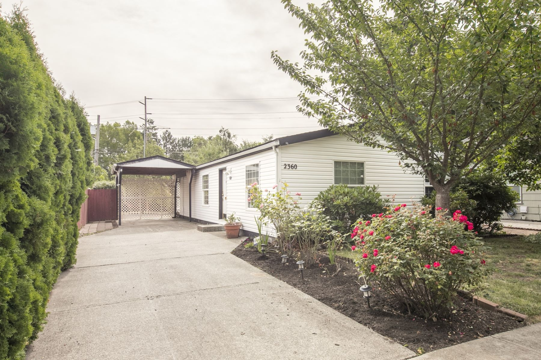 Single Family Homes 為 出售 在 2360 Maple Ave NE Salem, 俄勒岡州 97301 美國
