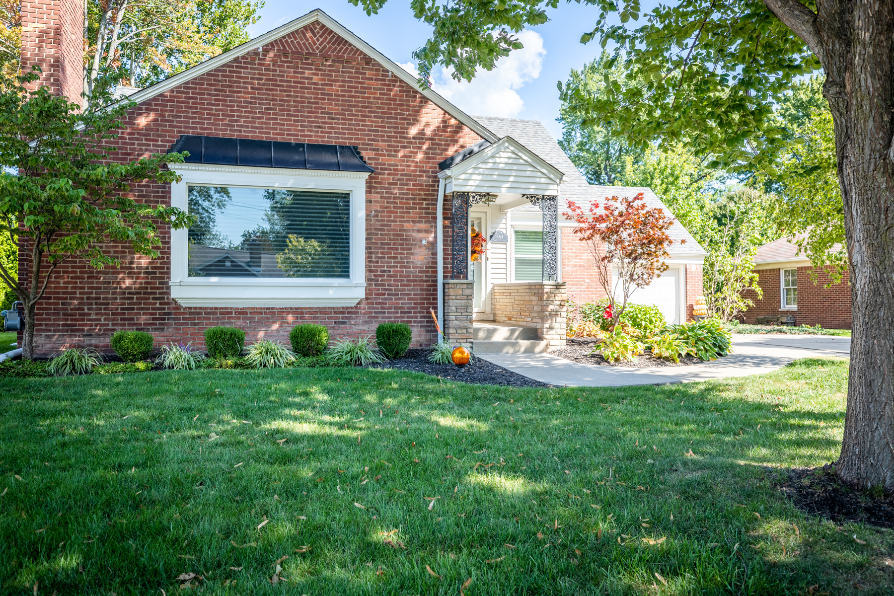 Single Family Homes for Sale at Grosse Pointe Woods 1464 S Renaud Grosse Pointe Woods, Michigan 48236 United States