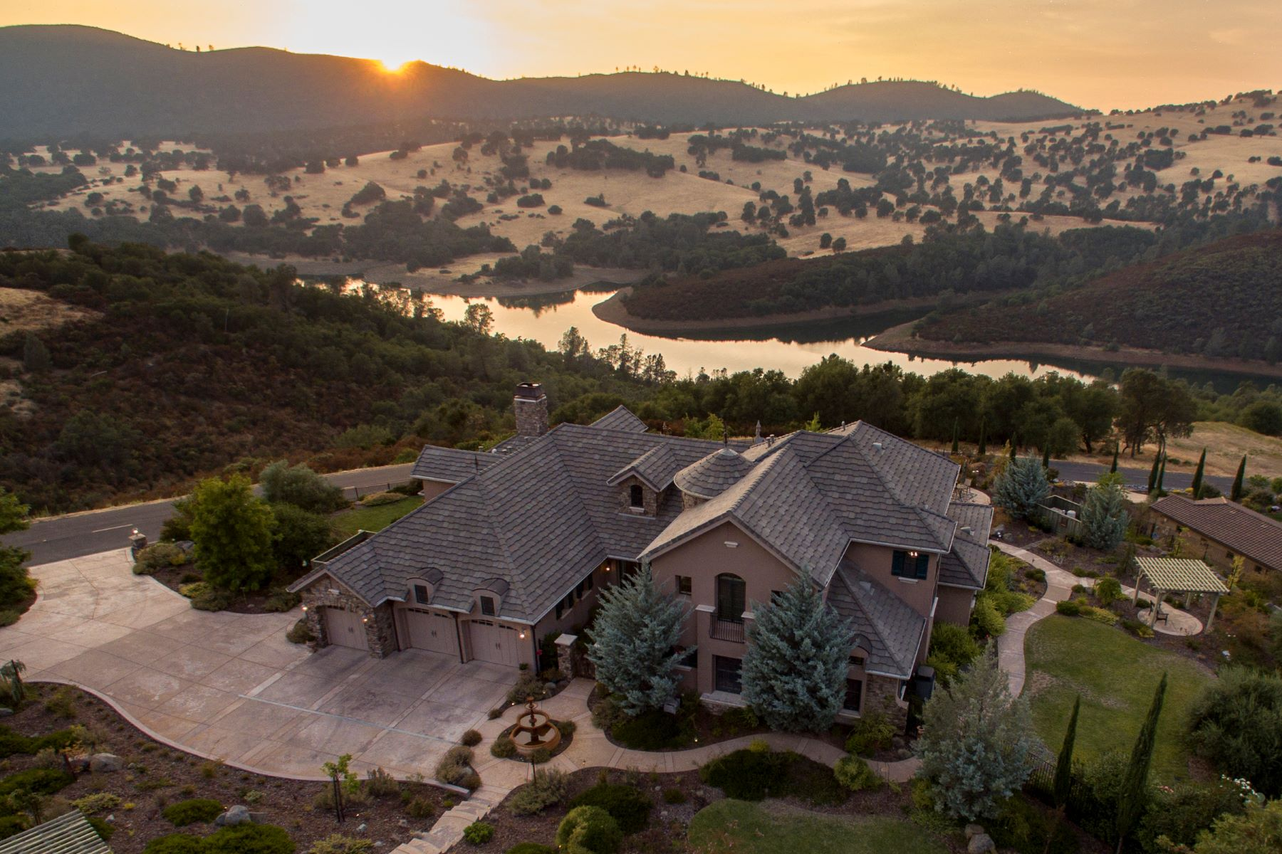 Additional photo for property listing at Extraordinary Resort-like Country French Estate with breathtaking lake views 2011 Chateau Montelana Drive El Dorado Hills, California 95762 United States