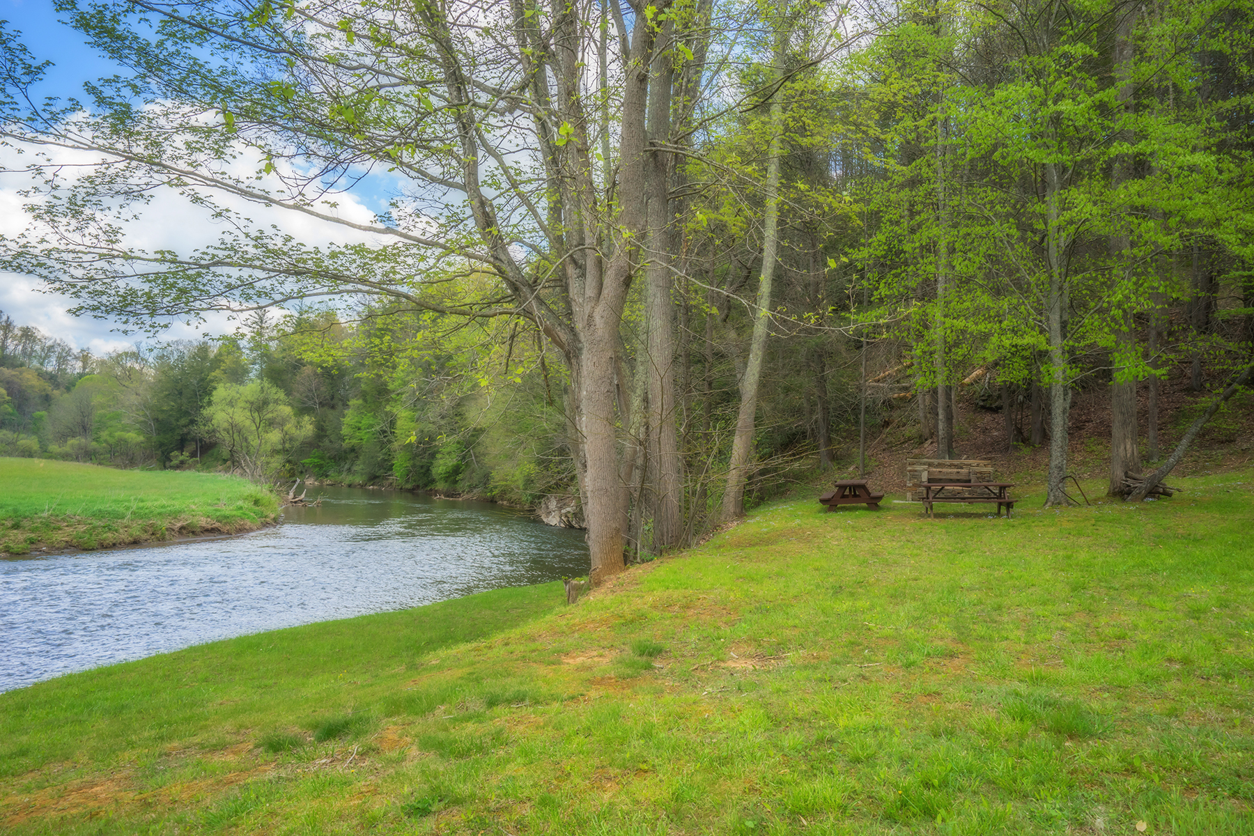 Land for Active at RIVERSIDE ESTATES - LANSING Lot 64 Stoney Brook/riverside Estates Lansing, North Carolina 28643 United States